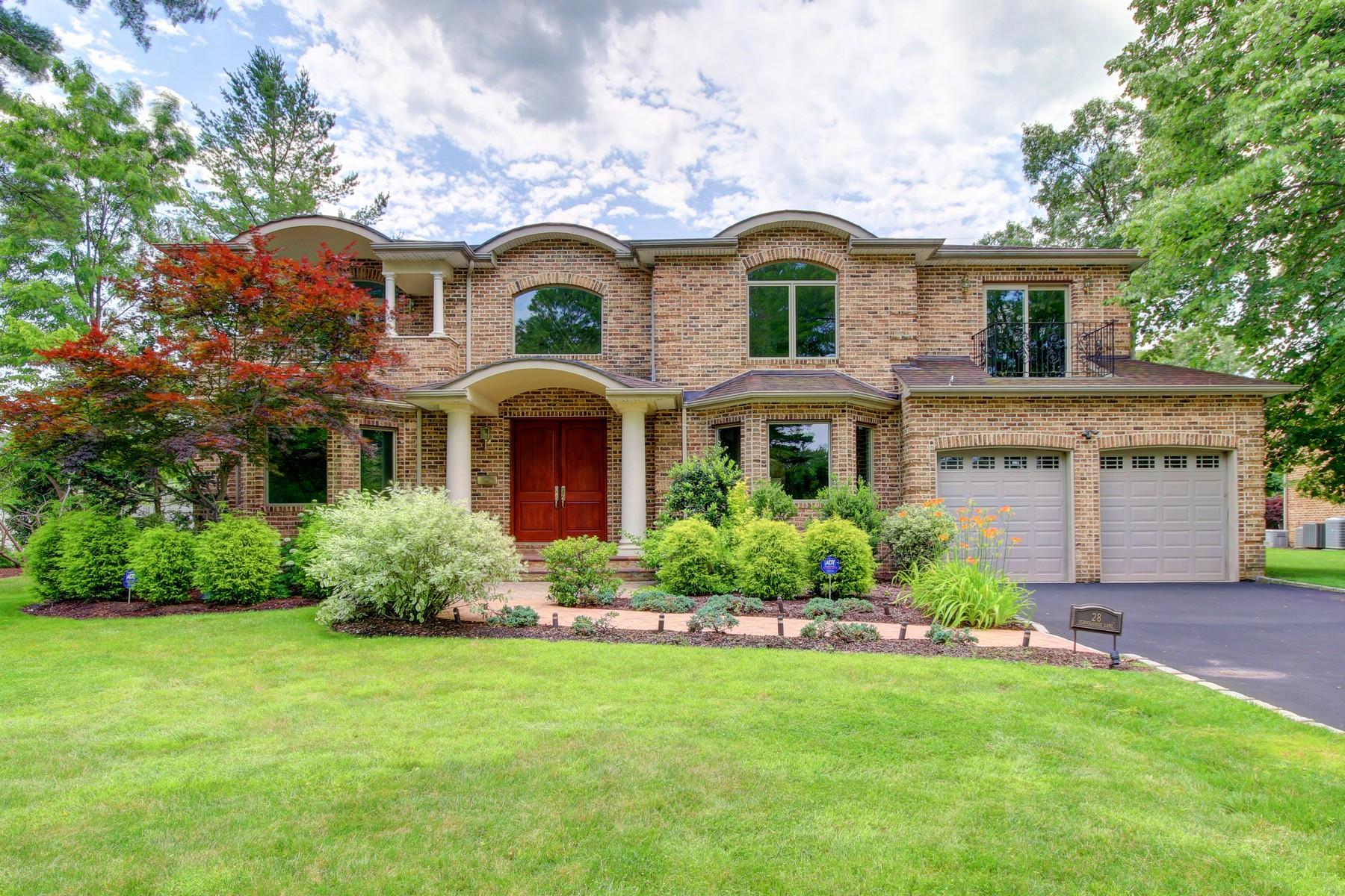 独户住宅 为 销售 在 Colonial 28 Schoolhouse Ln 罗斯林高地, 纽约州, 11577 美国
