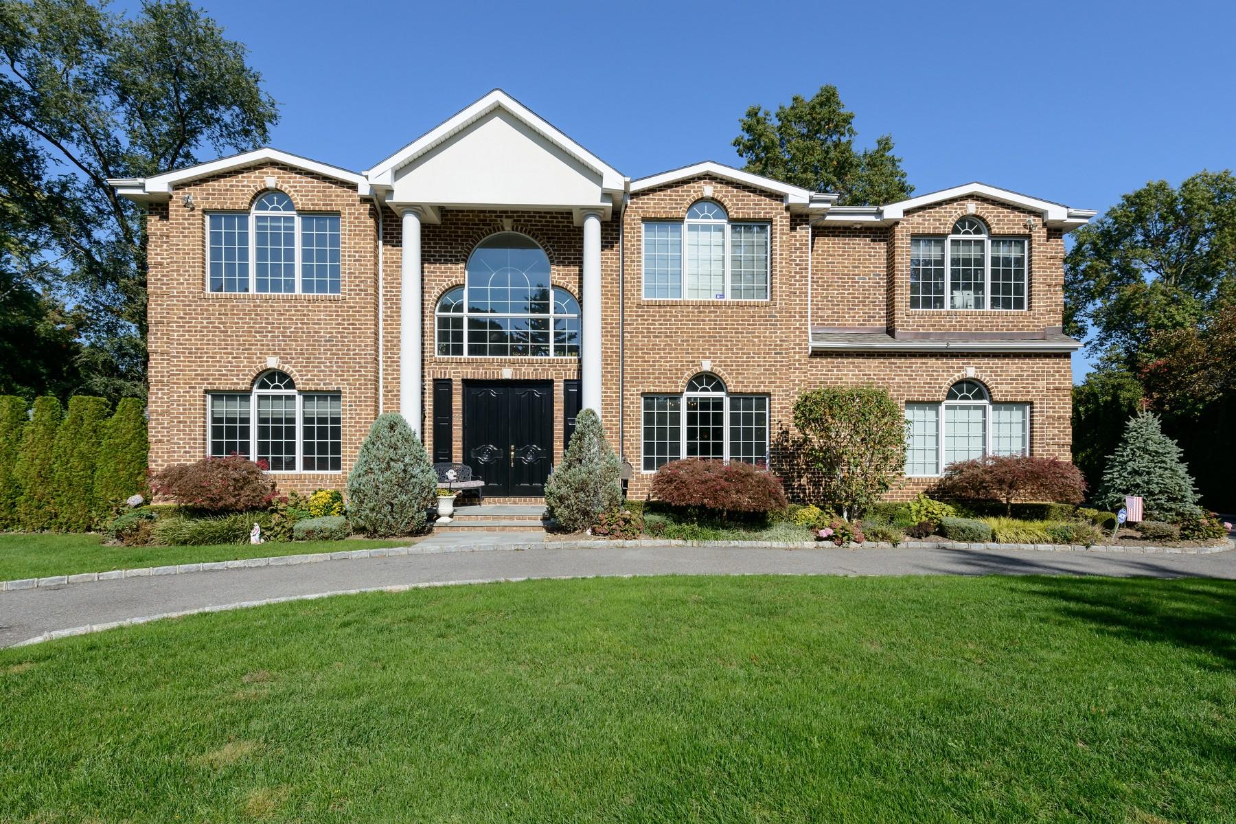 独户住宅 为 销售 在 Colonial 39 Pebble Ln 罗斯林高地, 纽约州, 11577 美国