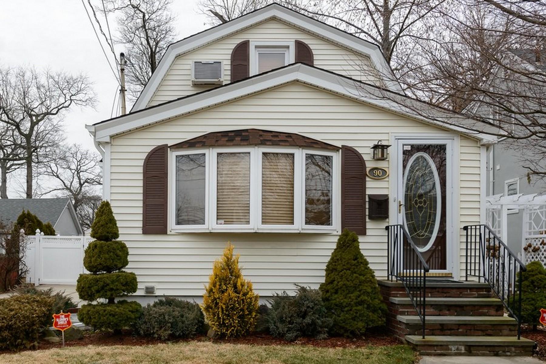 独户住宅 为 销售 在 Cape 90 Foster Ave 瓦利斯特里姆, 纽约州, 11580 美国