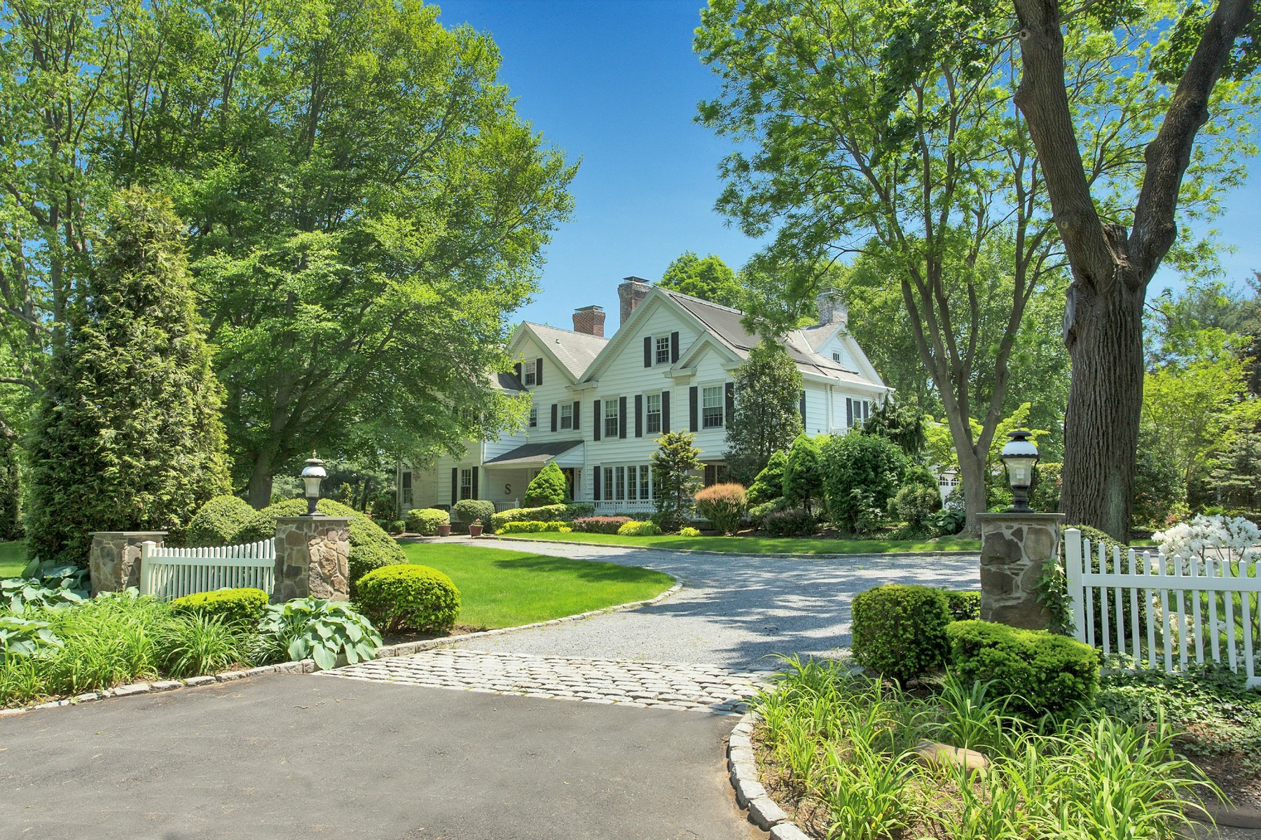 Single Family Home for Sale at Colonial 4 Pinewood Rd Old Westbury, New York, 11568 United States