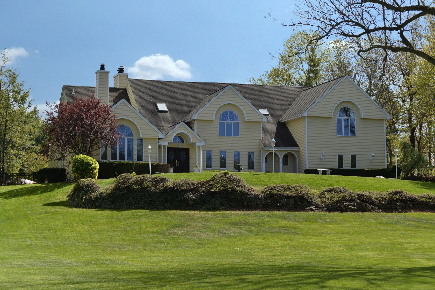 Single Family Home for Sale at Colonial 1 Redmond Ln Oyster Bay Cove, New York, 11771 United States