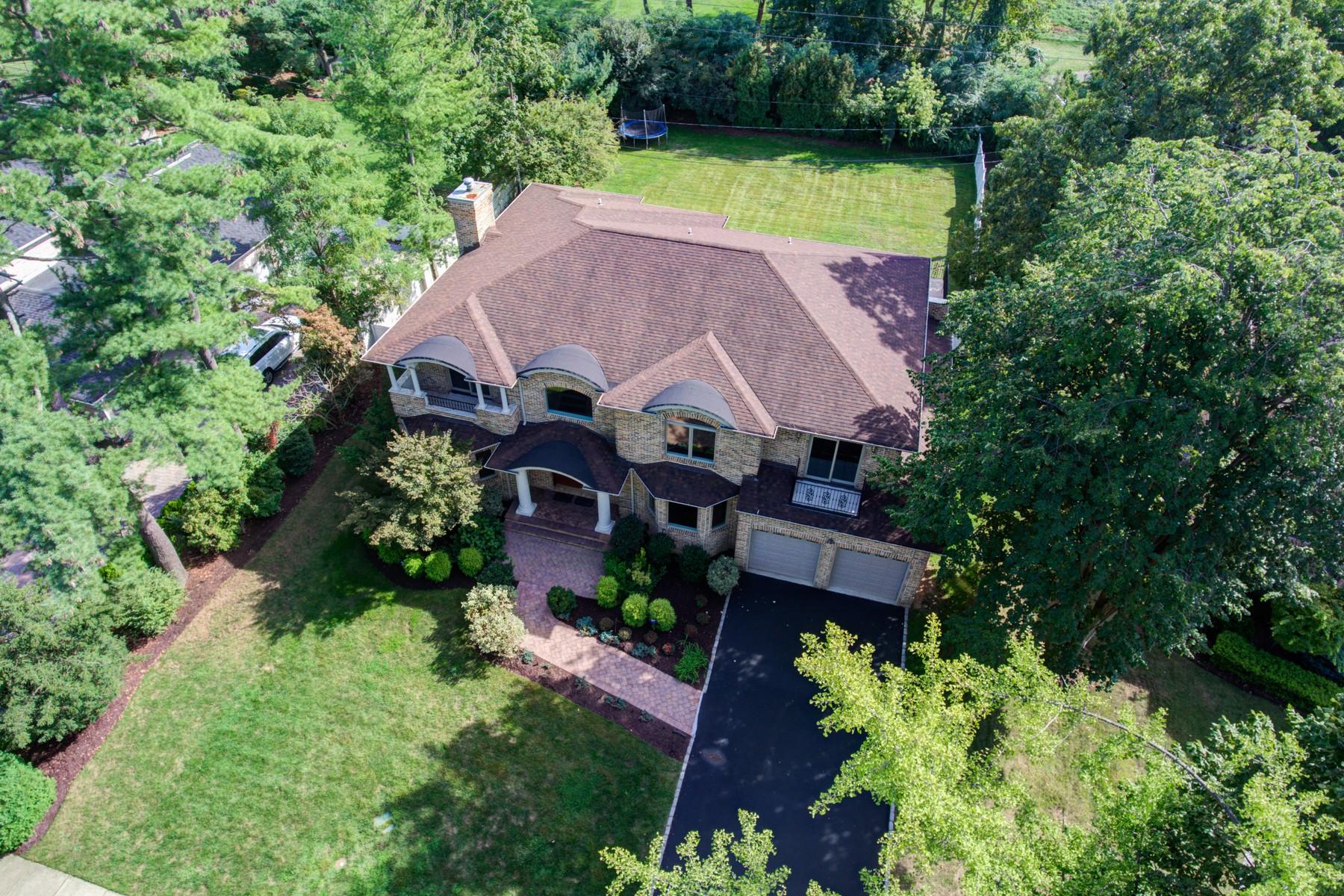 Casa para uma família para Venda às Colonial 28 Schoolhouse Ln Roslyn Heights, Nova York, 11577 Estados Unidos