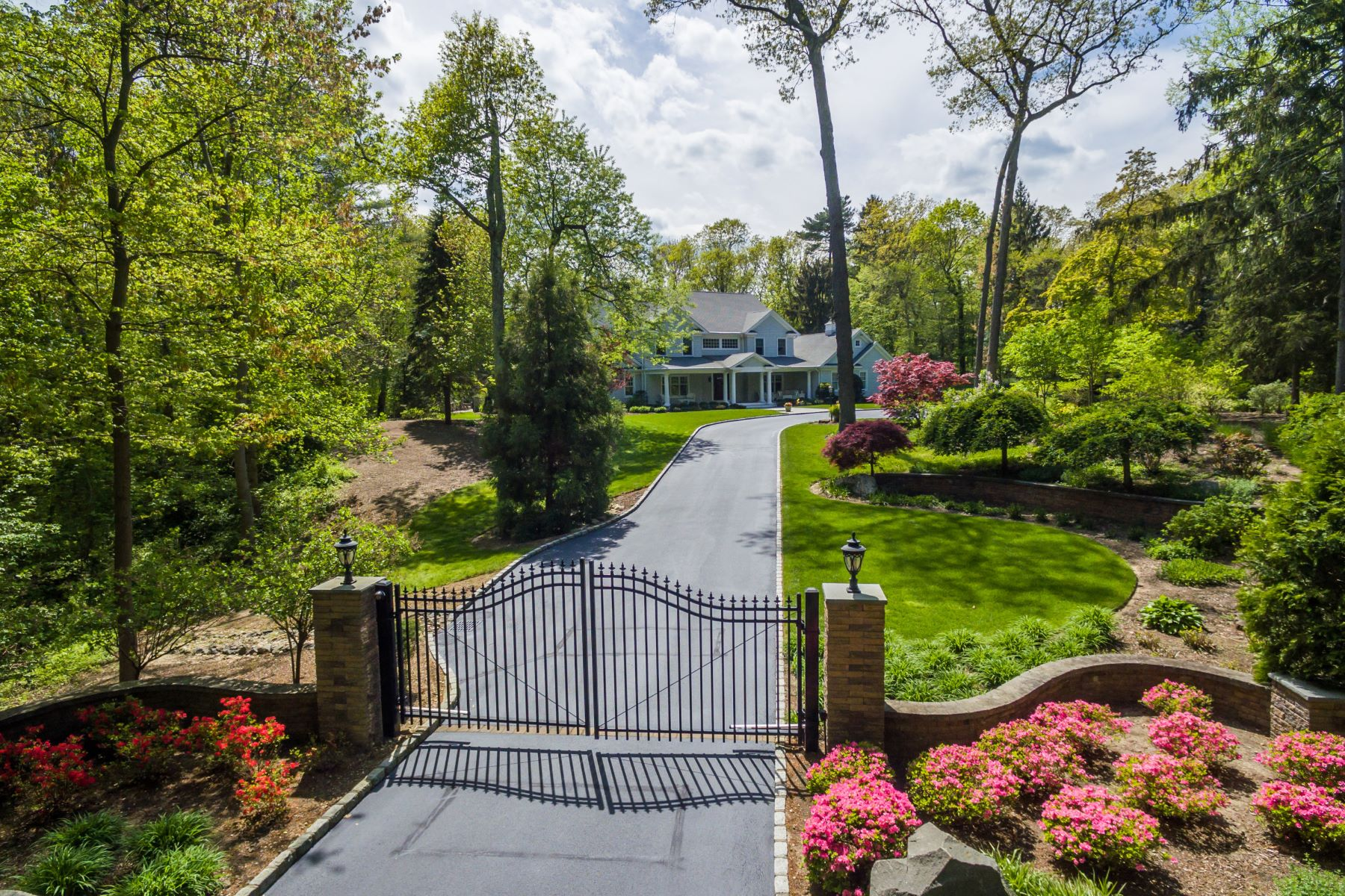 Single Family Home for Sale at Colonial 14 Woodlee Rd Cold Spring Harbor, New York, 11724 United States
