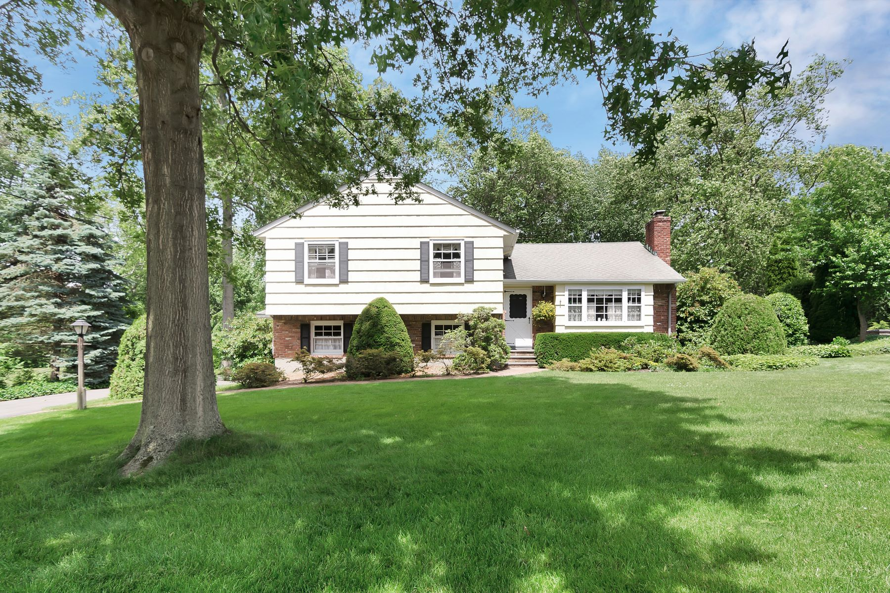 Single Family Home for Sale at Quaker Ridge Charmer 5 Archer Dr Stony Brook, New York, 11790 United States