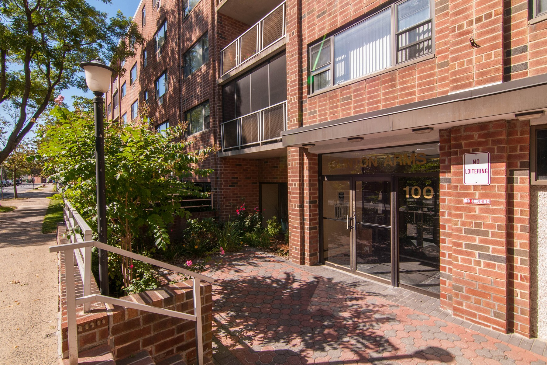 Apartment for Rent at Apt In Bldg 100 Clinton Ave 1 1W 1W Mineola, New York 11501 United States