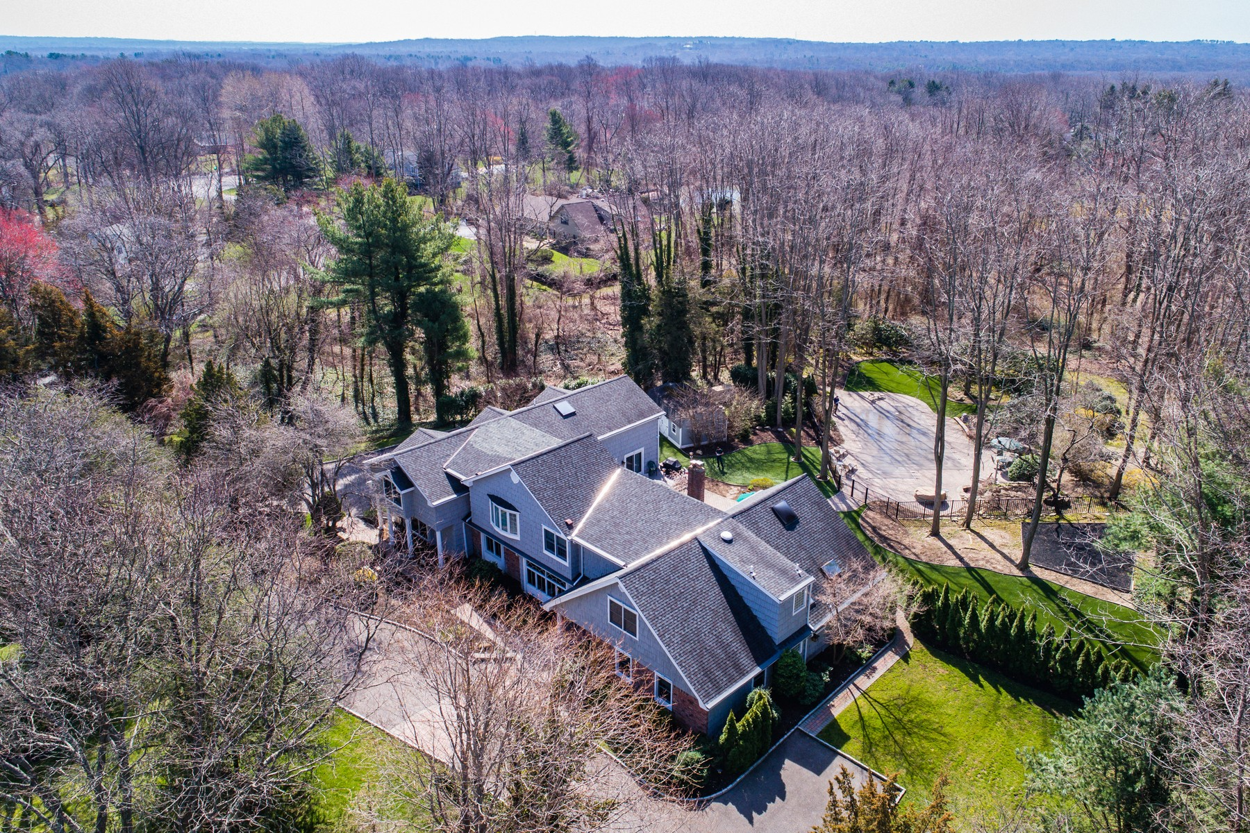 Single Family Home for Sale at Colonial 35 Cedarfield Rd Laurel Hollow, New York, 11791 United States