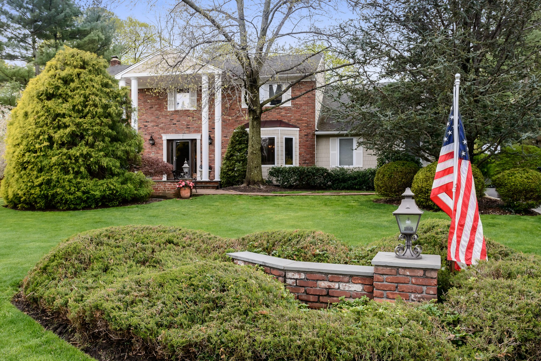 Single Family Home for Sale at Colonial 245 Saddle Ln Muttontown, New York, 11791 United States