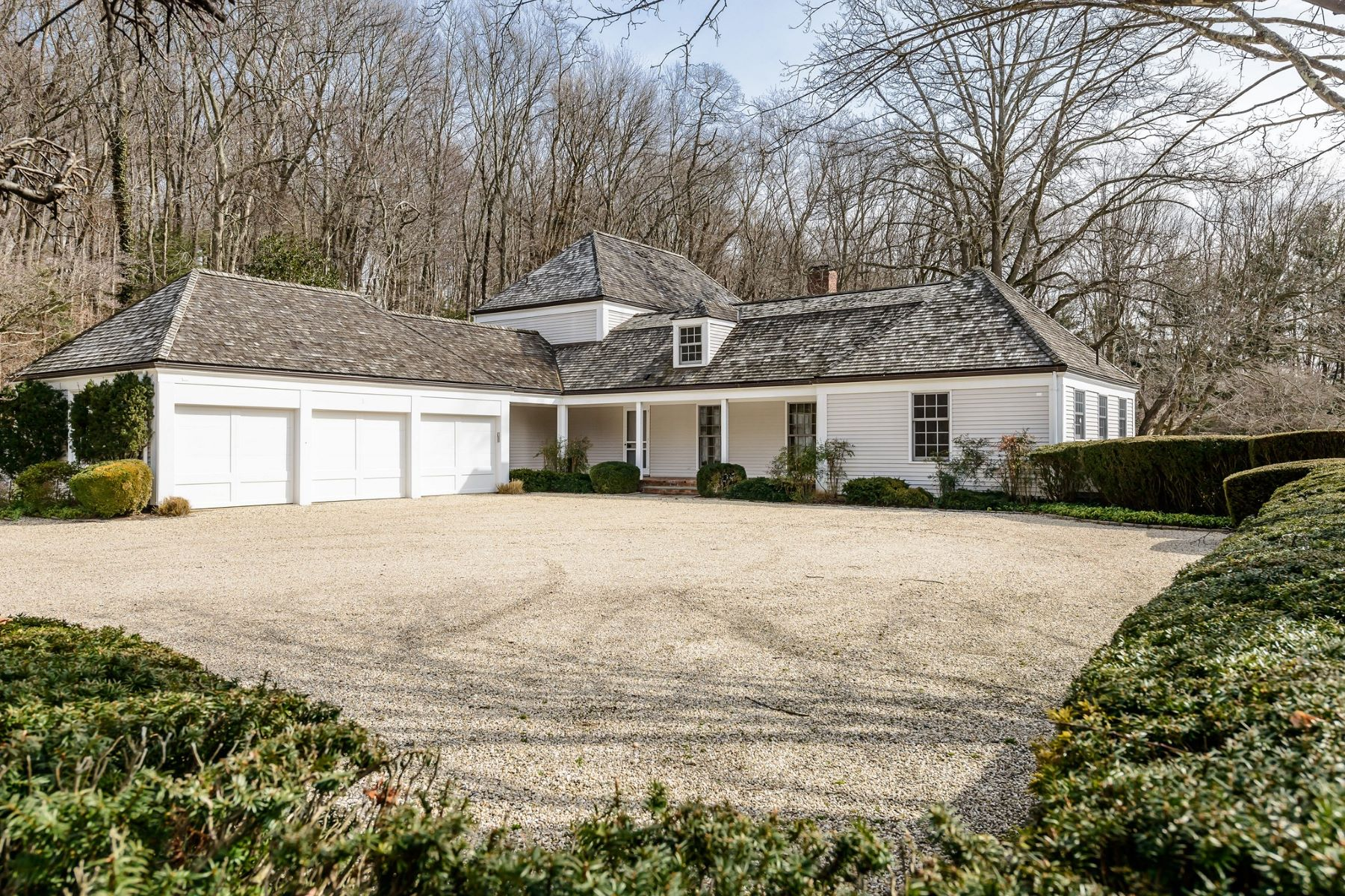 Single Family Home for Sale at 108 Horseshoe Rd 108 Horseshoe Rd Mill Neck, New York, 11765 United States