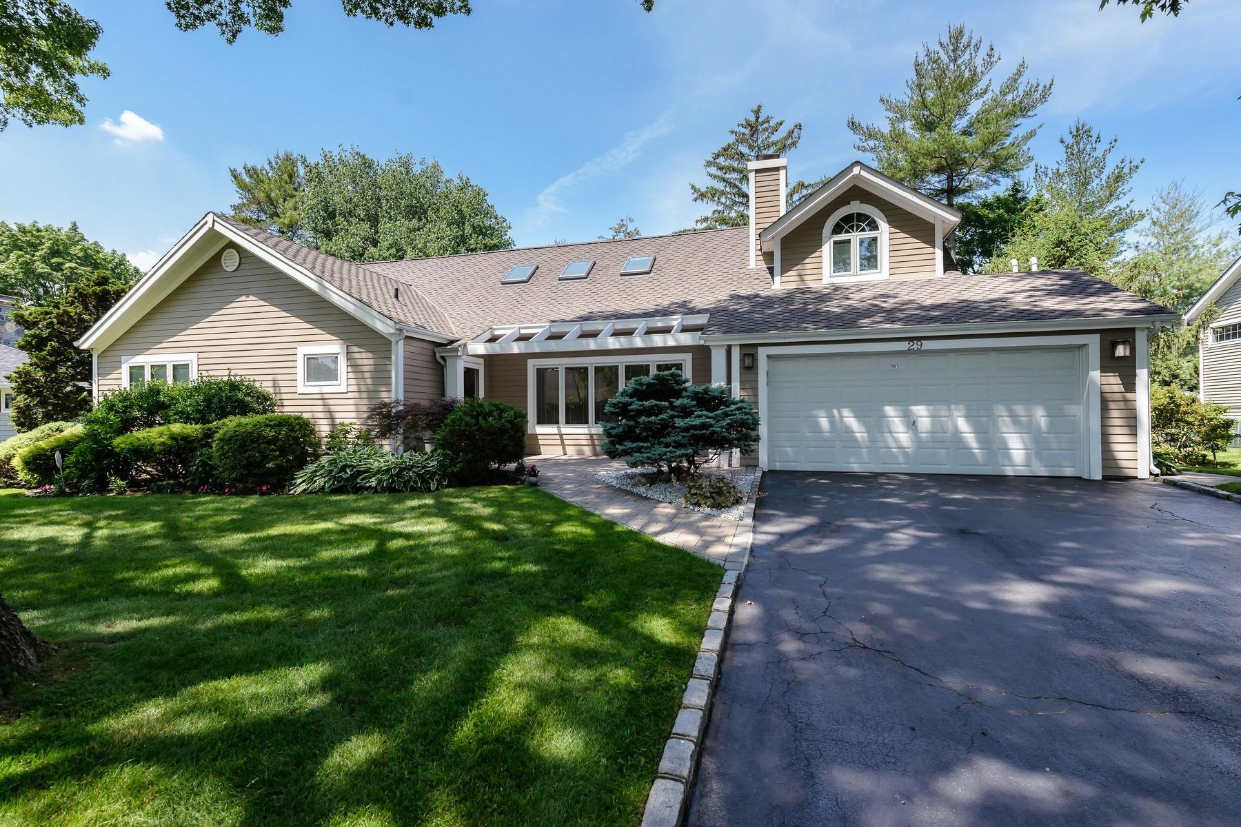 واحد منزل الأسرة للـ Sale في Exp Ranch 29 Arbor Rd East Hills, New York, 11577 United States