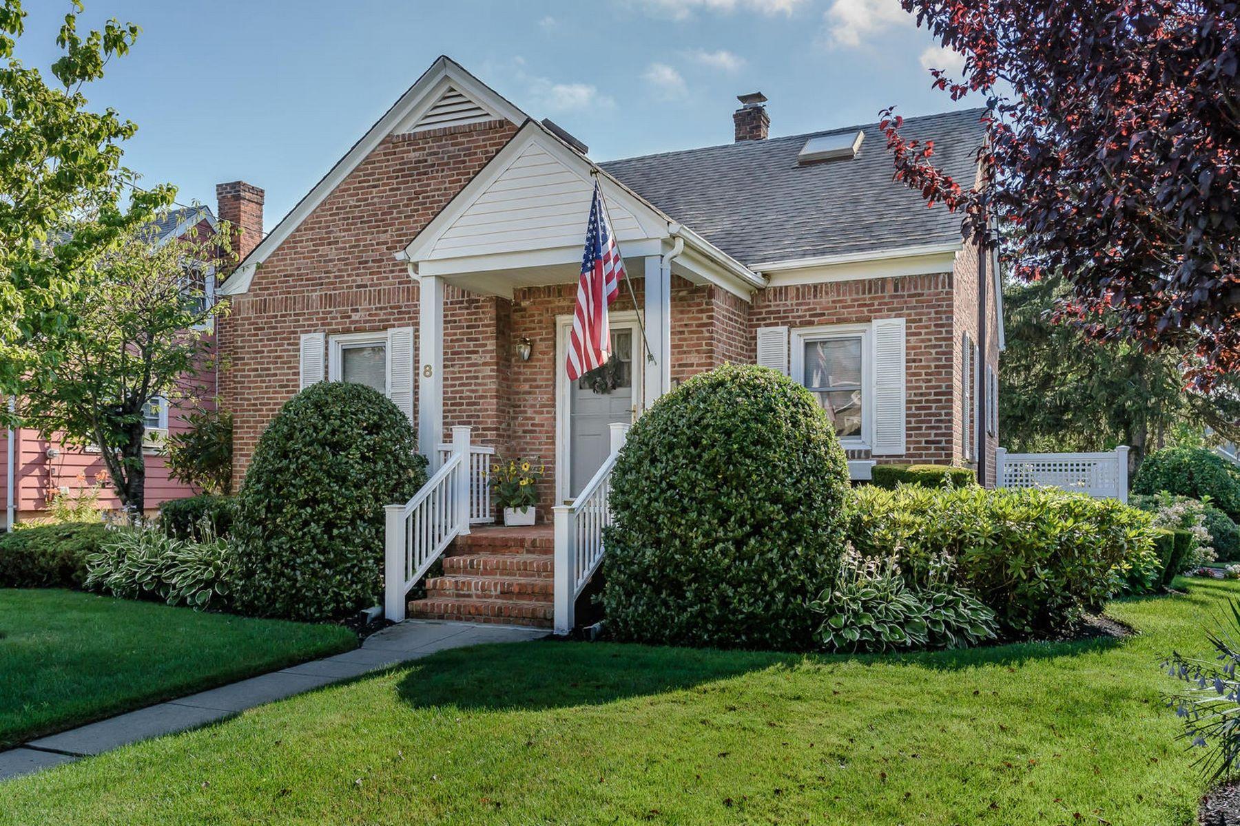 Einfamilienhaus für Verkauf beim 8 Sheppard St 8 Sheppard St Glen Head, New York, 11545 Vereinigte Staaten