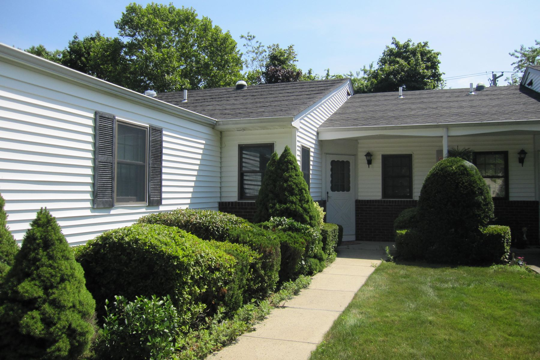 Condominium for Sale at 36 Knolls Dr 36 Knolls Dr Stony Brook, New York, 11790 United States