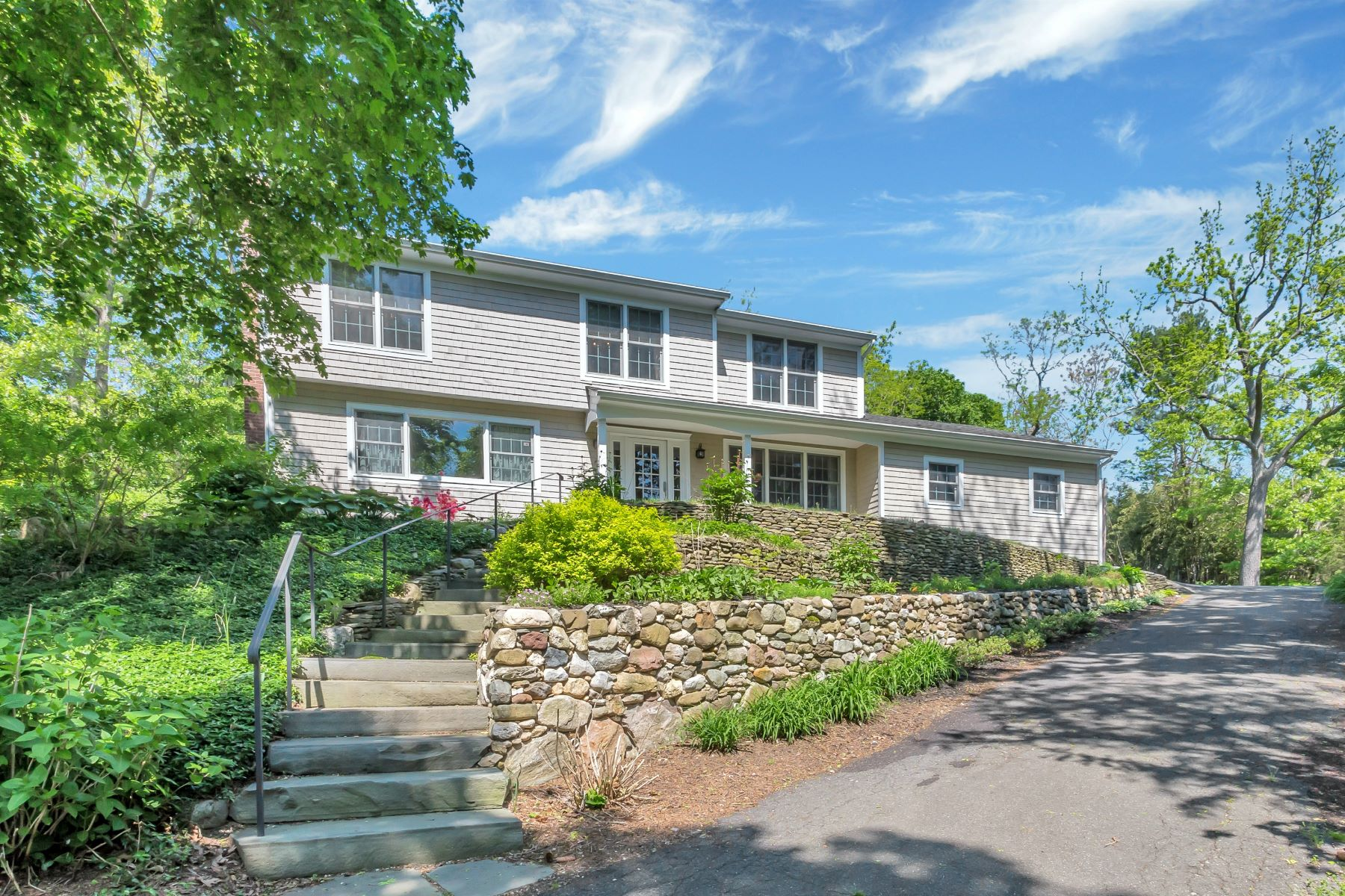 واحد منزل الأسرة للـ Sale في 24 Lake St 24 Lake St, Setauket, New York, 11733 United States