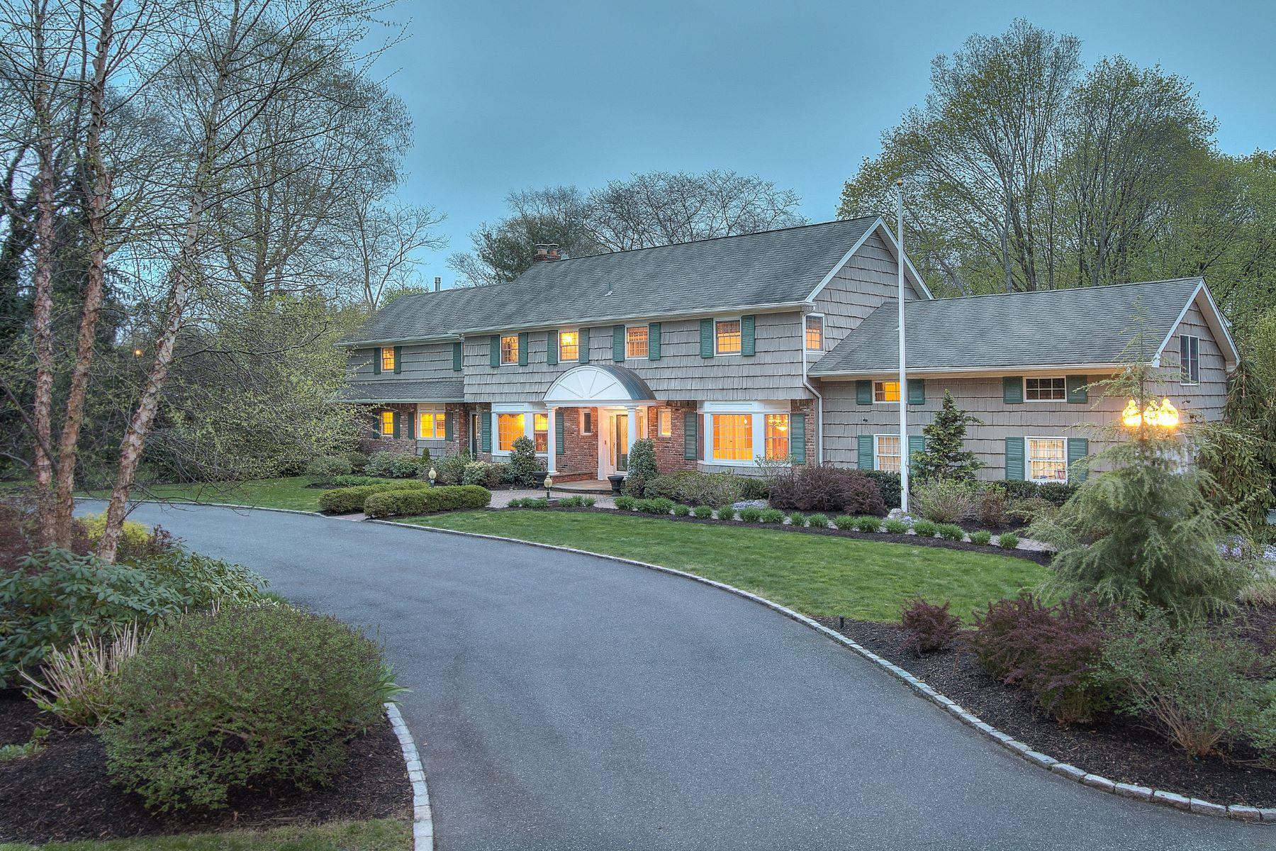 Villa per Vendita alle ore Colonial 317 Southdown Road Lloyd Harbor, New York, 11743 Stati Uniti