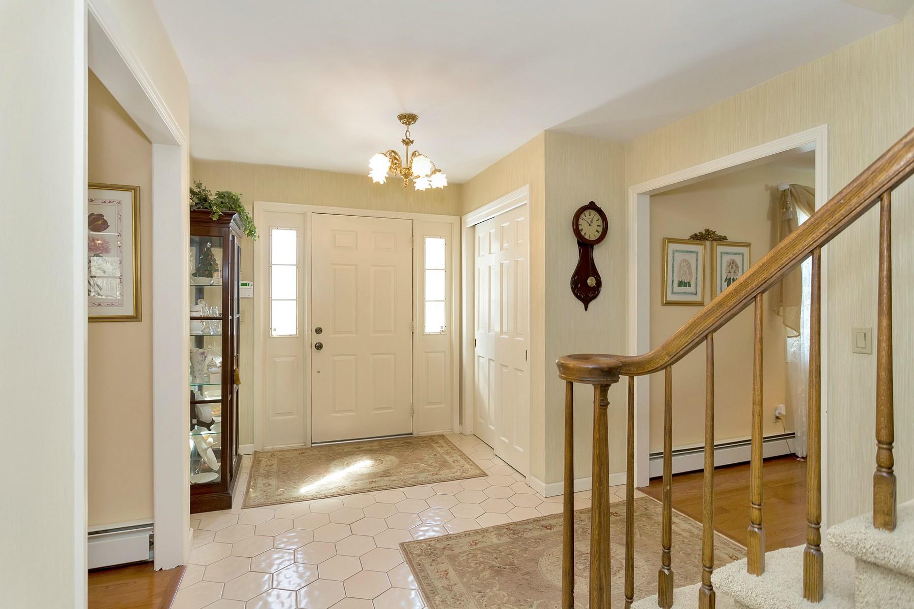 Villa per Vendita alle ore Colonial 37 A Colonial Dr Huntington, New York, 11743 Stati Uniti