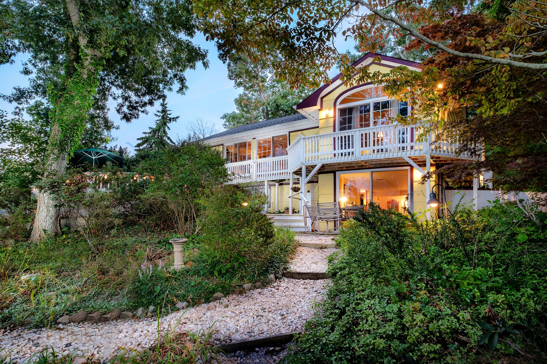 Single Family Home for Sale at Cottage 1475 Meday Ave Mattituck, New York, 11952 United States