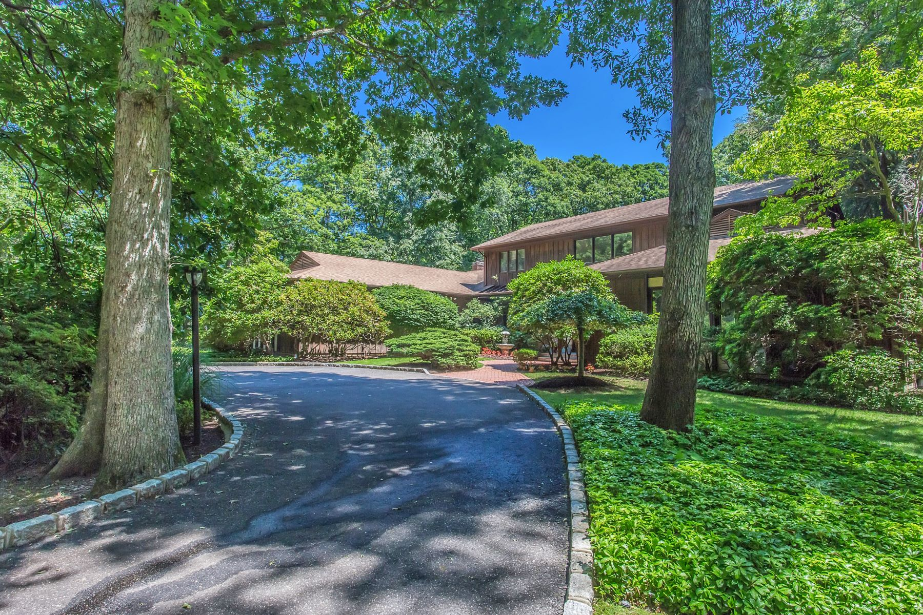 Single Family Home for Sale at Beach and Country Club Community 6 Cliffside Dr Belle Terre, New York, 11777 United States