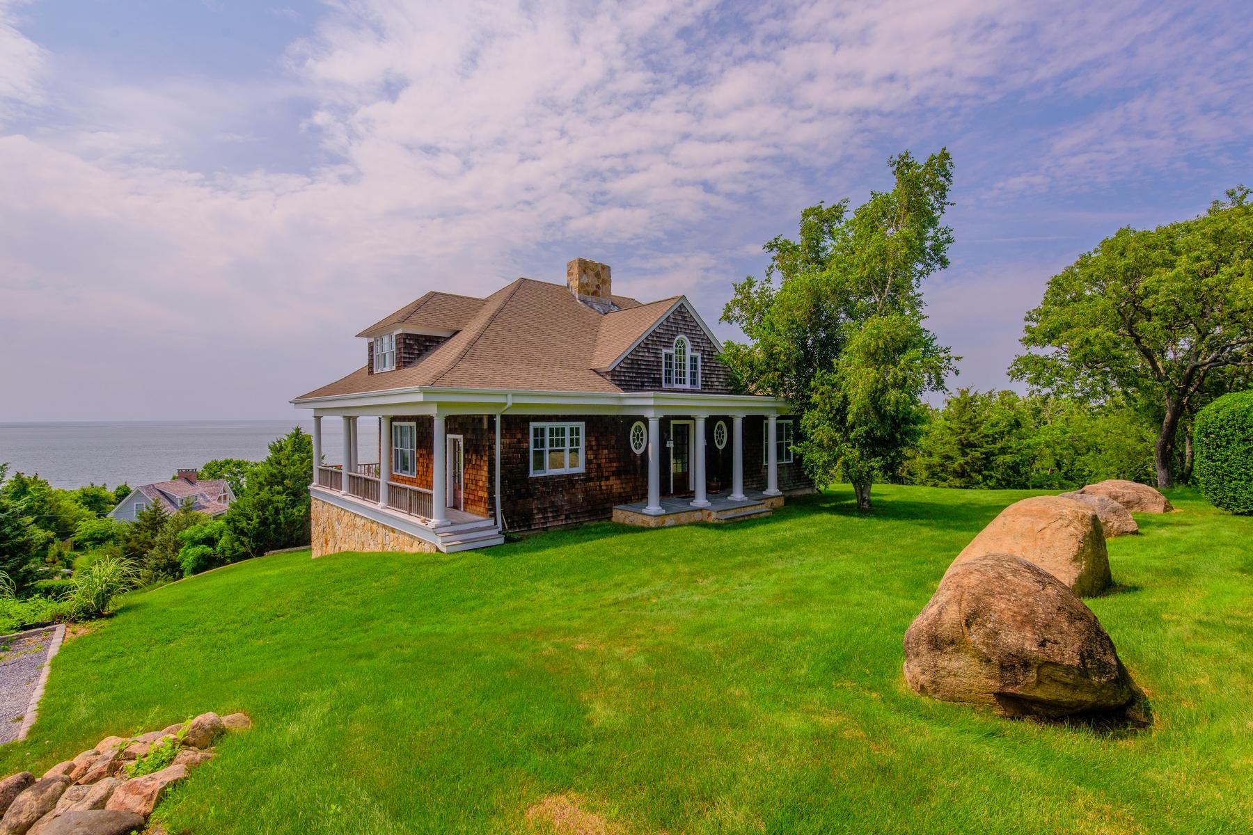 Maison unifamiliale pour l Vente à Traditional 1105 Birdseye Rd Orient, New York, 11957 États-Unis