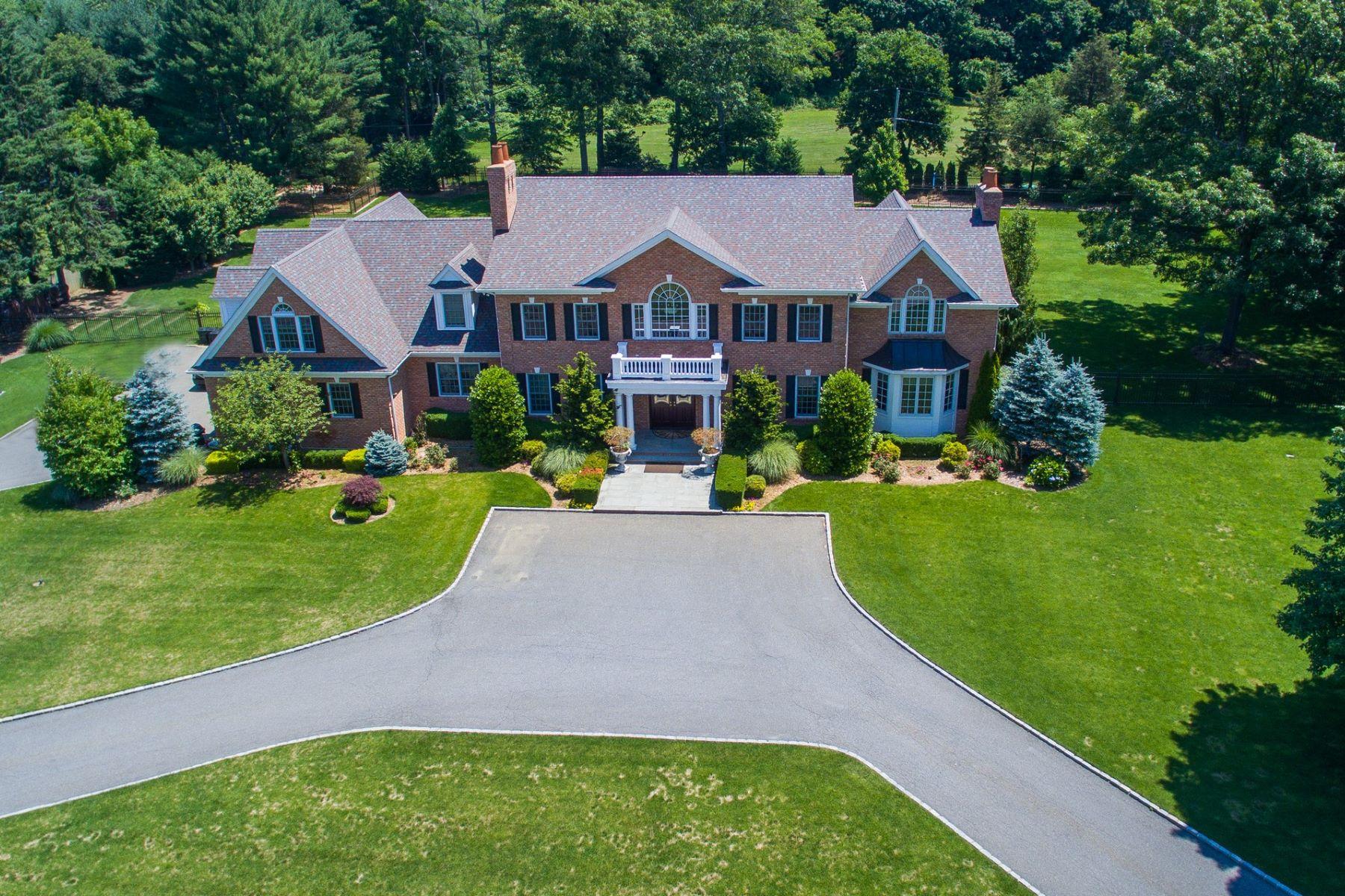 Villa per Vendita alle ore Colonial 1934 Midlane Muttontown, New York, 11791 Stati Uniti