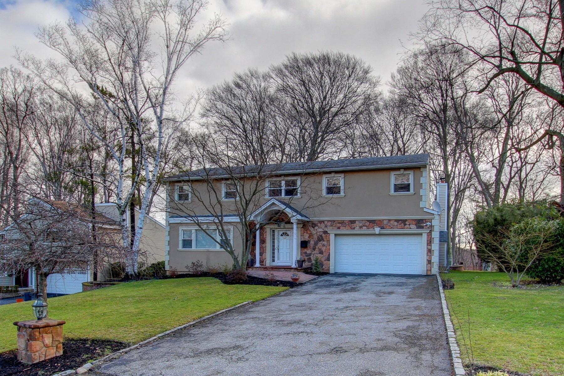 独户住宅 为 销售 在 Colonial 60 Woodland Rd 罗斯林, 纽约州, 11576 美国