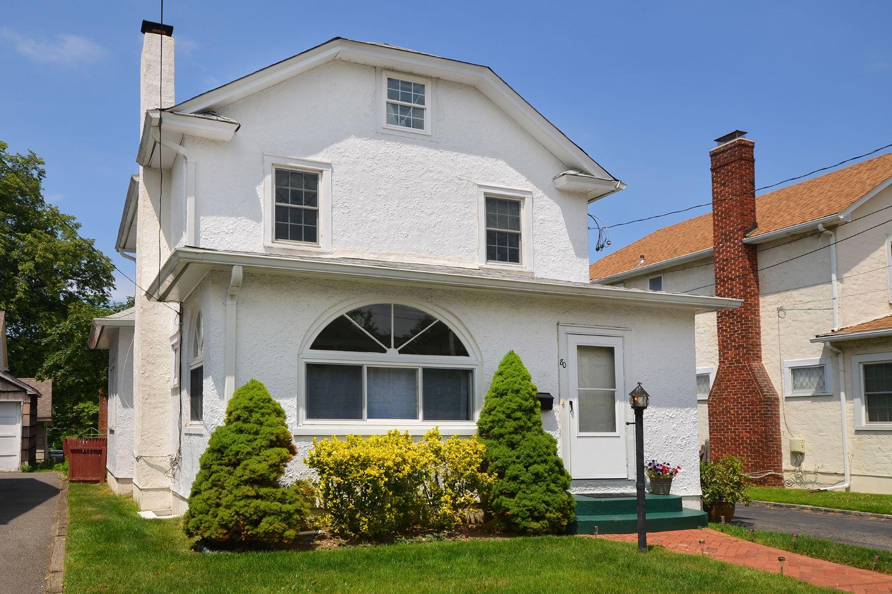 Casa para uma família para Venda às Colonial 80 Irma Ave Port Washington, Nova York, 11050 Estados Unidos