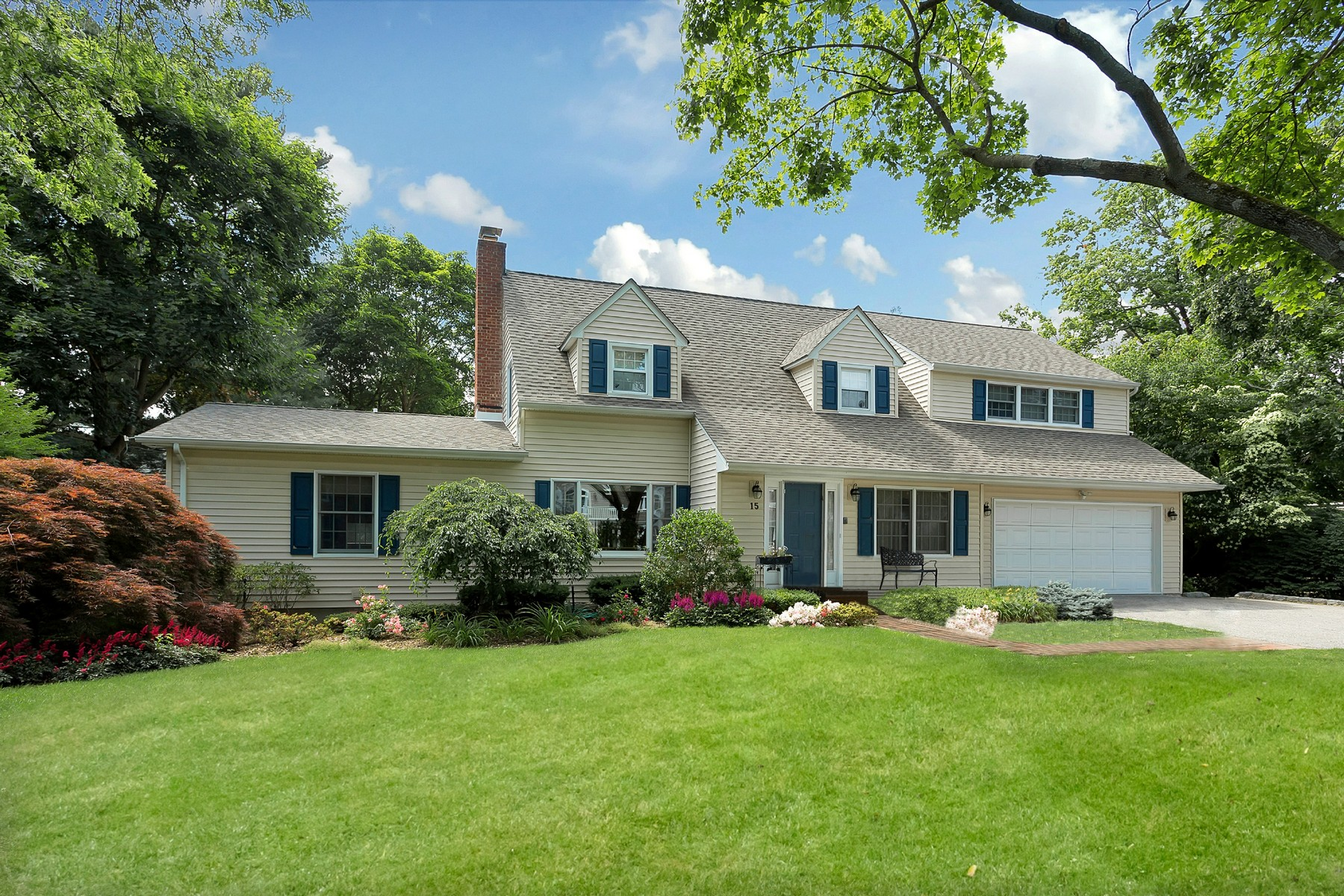 Single Family Home for Sale at Colonial 15 Holly Ln East Hills, New York, 11577 United States