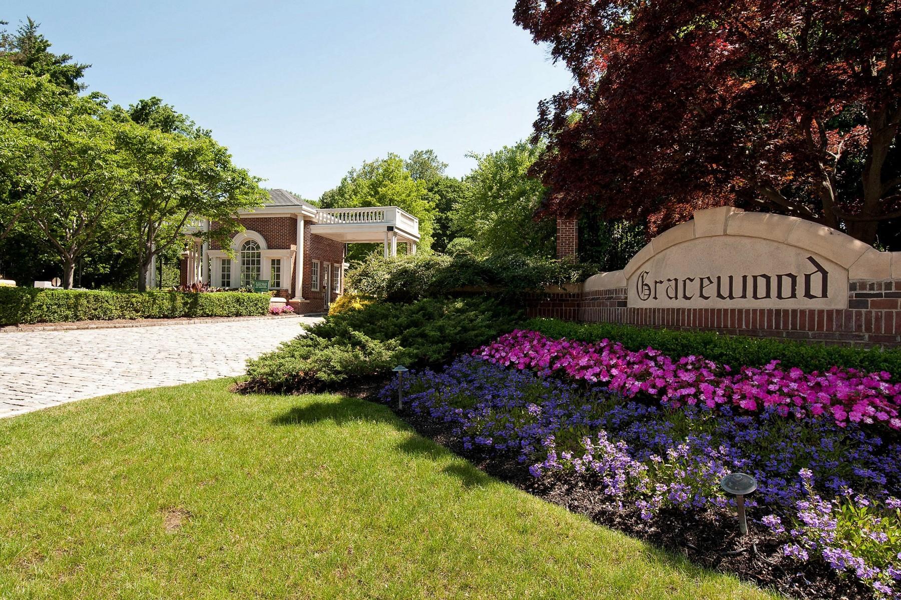 Casa para uma família para Venda às Magnificent Colonial with Master on Main 15 Gracewood Dr Manhasset, Nova York, 11030 Estados Unidos