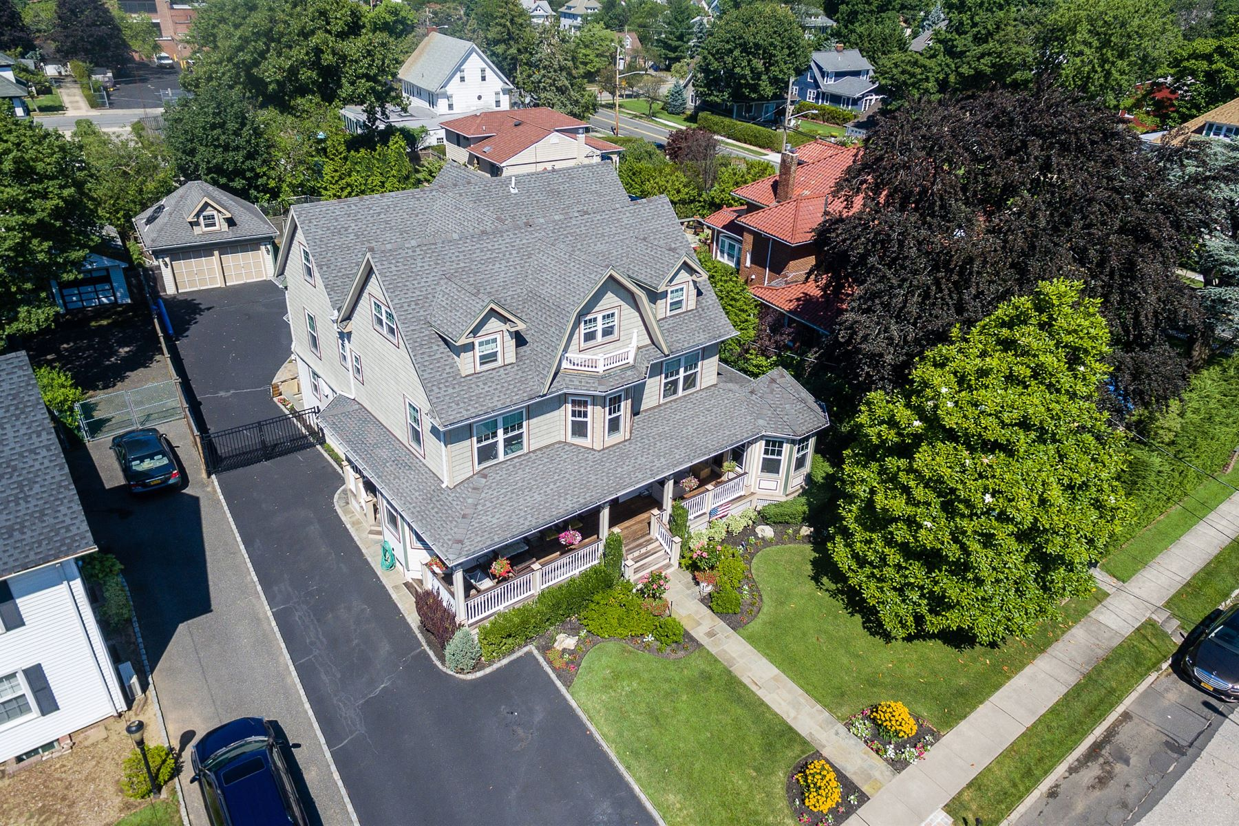 Maison unifamiliale pour l Vente à Victorian 132 Windsor Ave Rockville Centre, New York 11570 États-Unis