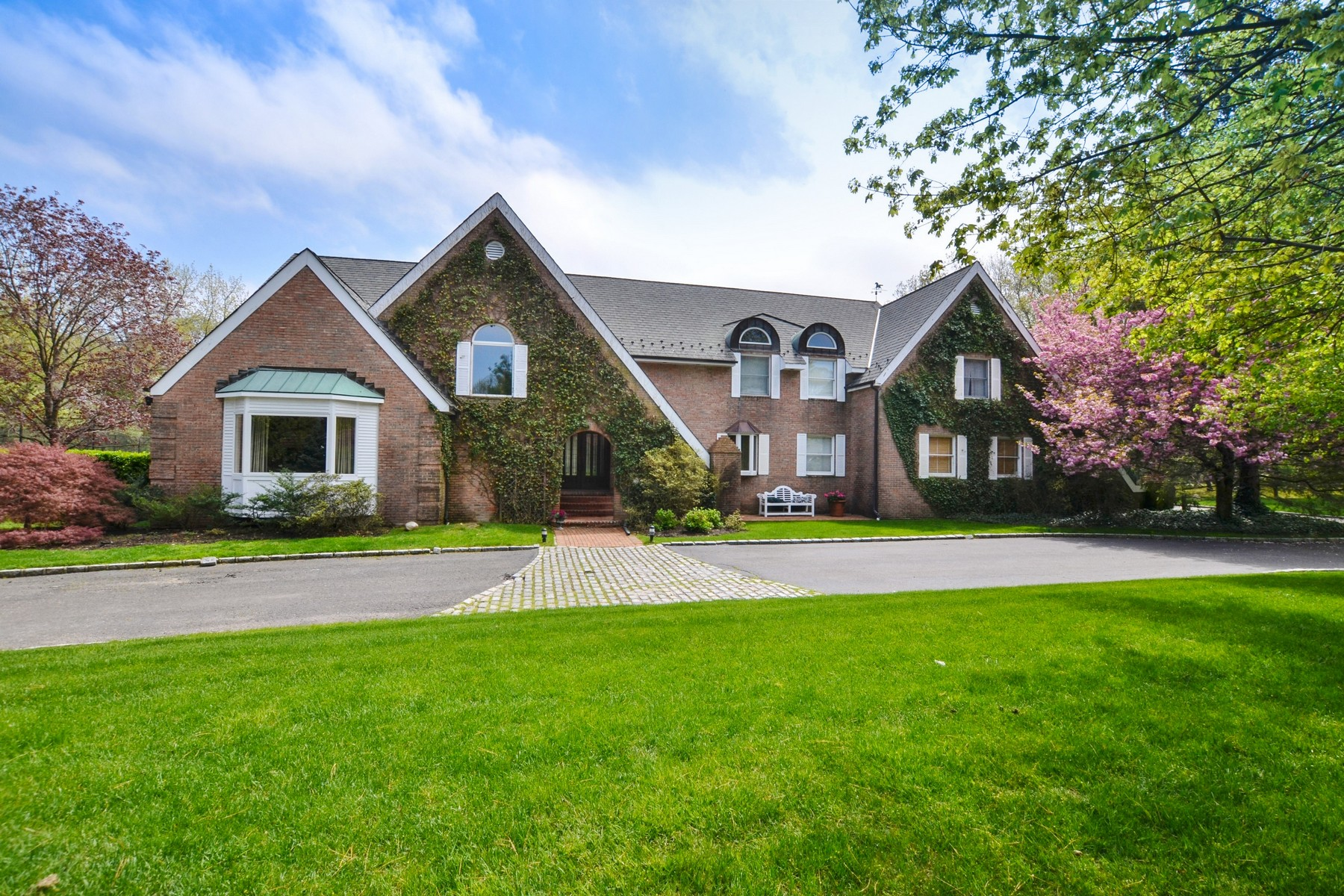 Single Family Home for Sale at Colonial 75 Coves Run Oyster Bay Cove, New York, 11791 United States