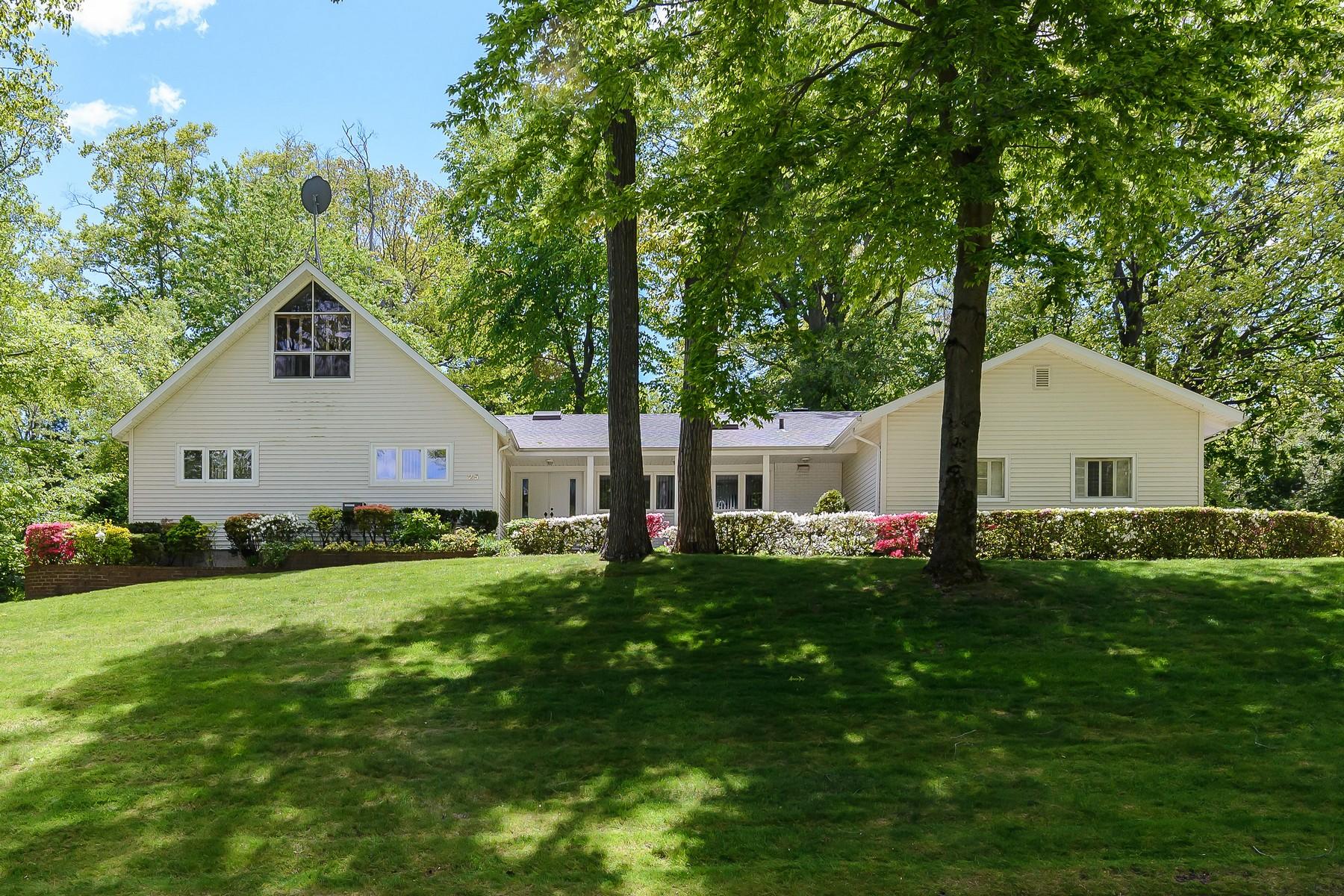 Casa para uma família para Venda às Farm Ranch 25 Oak Dr East Hills, Nova York, 11576 Estados Unidos