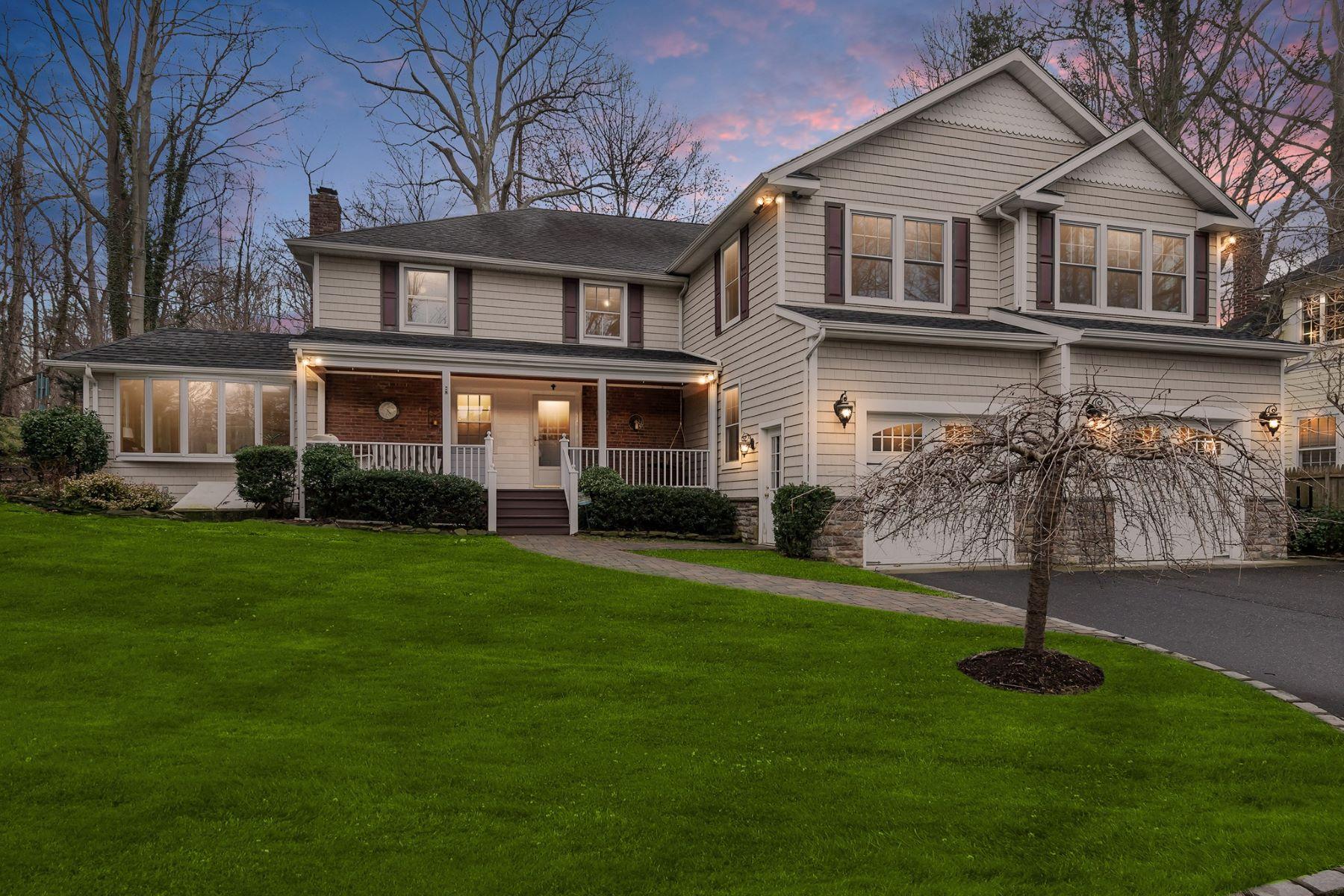 Частный односемейный дом для того Продажа на 8 Tower Rd , Glen Cove, NY 11542 8 Tower Rd, Glen Cove, Нью-Йорк, 11542 Соединенные Штаты