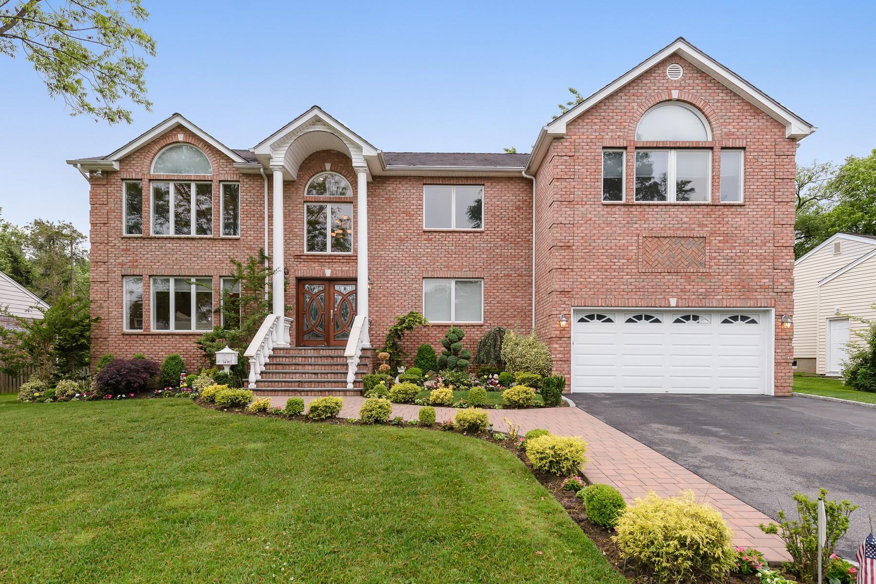 Single Family Home for Sale at 14 Capri Dr 14 Capri Dr Roslyn, New York, 11576 United States