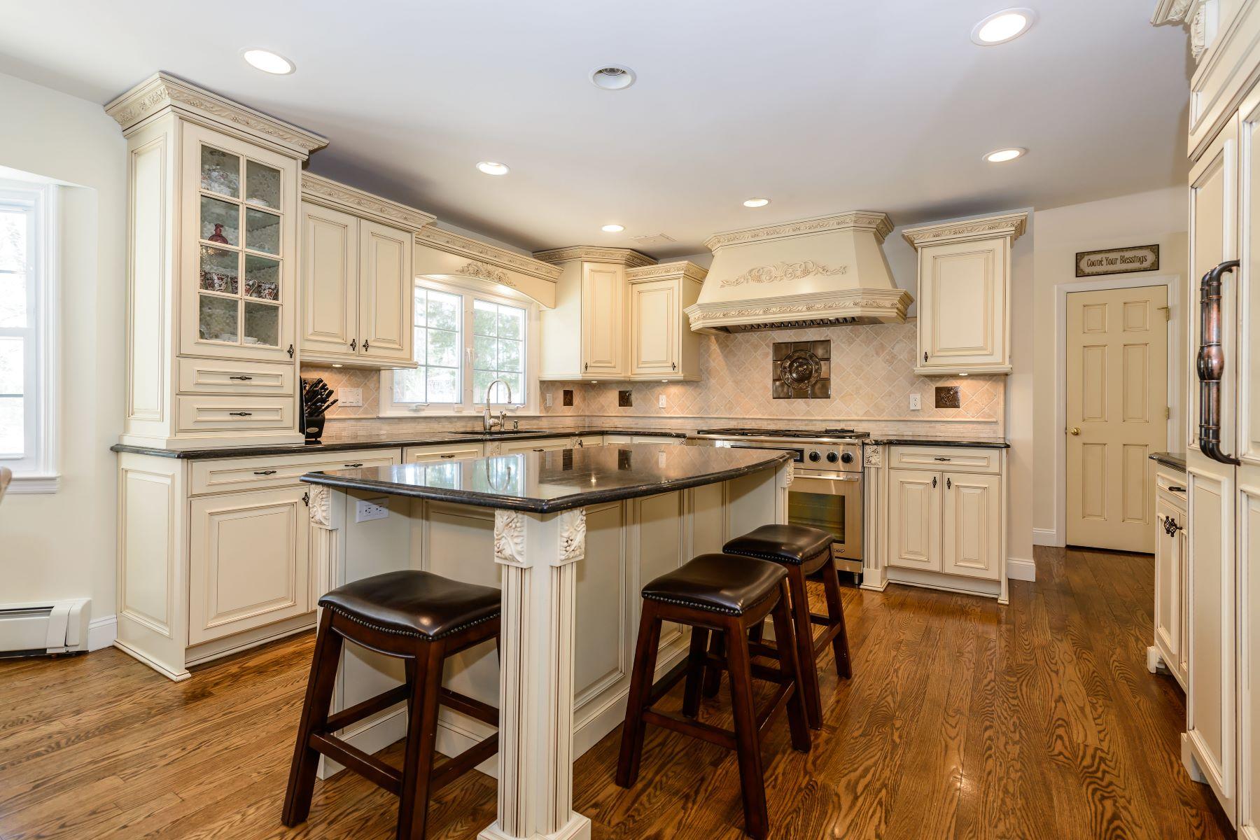 Nhà ở một gia đình vì Bán tại Exp Ranch 2 Abbington Dr Lloyd Harbor, New York, 11743 Hoa Kỳ
