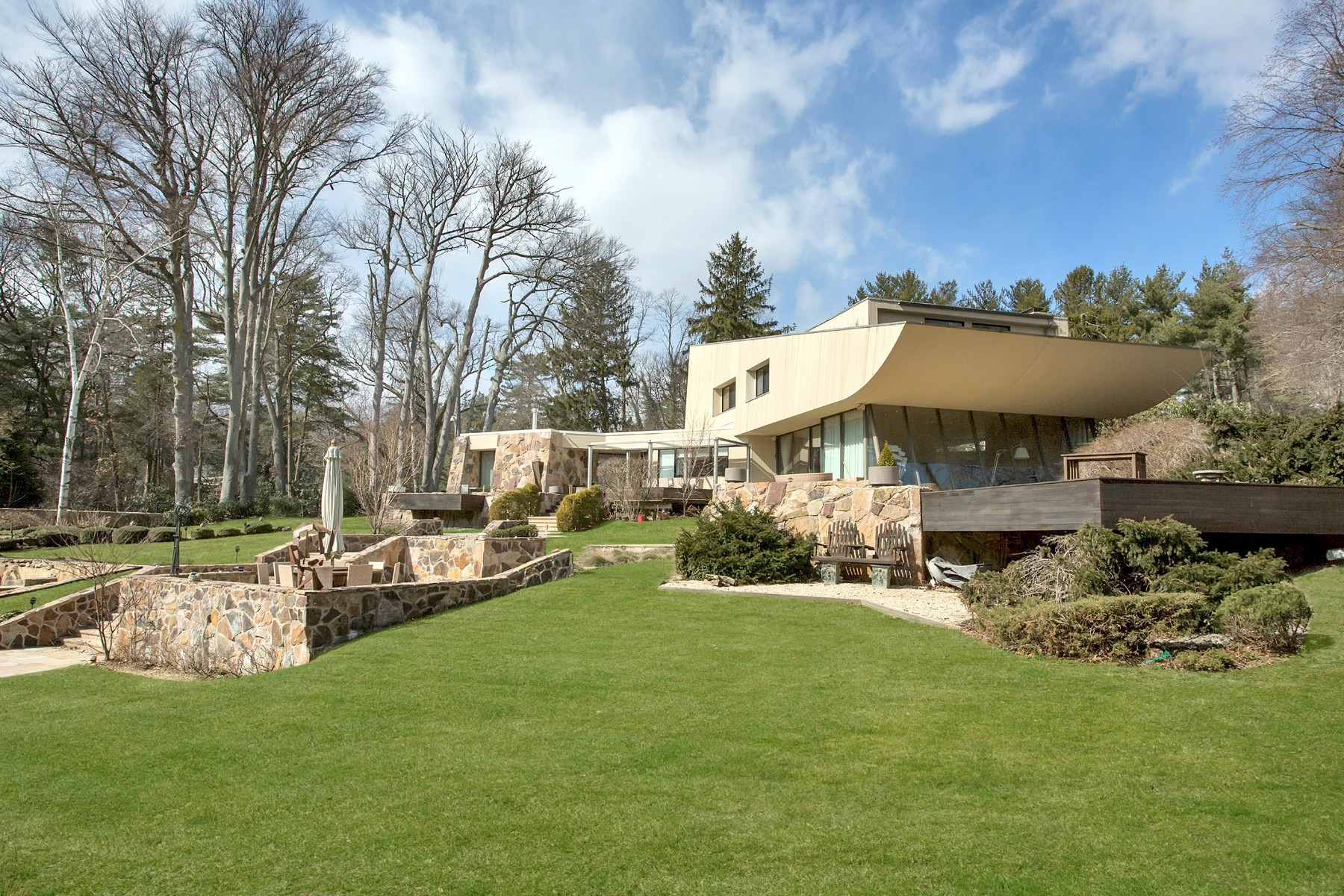 Villa per Vendita alle ore Contemporary 15 Horseshoe Rd Old Westbury, New York, 11568 Stati Uniti