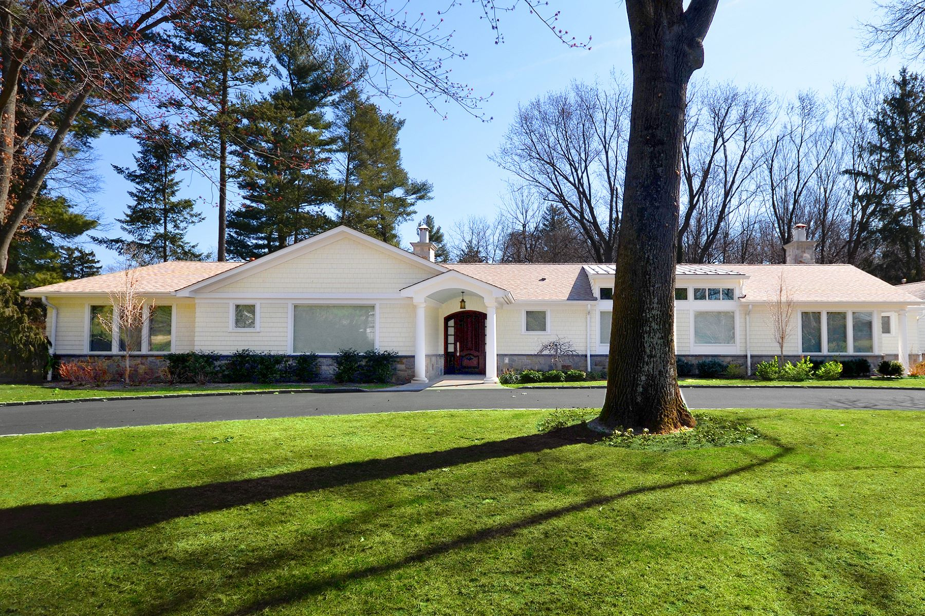 Single Family Home for Sale at Ranch 10 Woodland Dr Sands Point, New York, 11050 United States