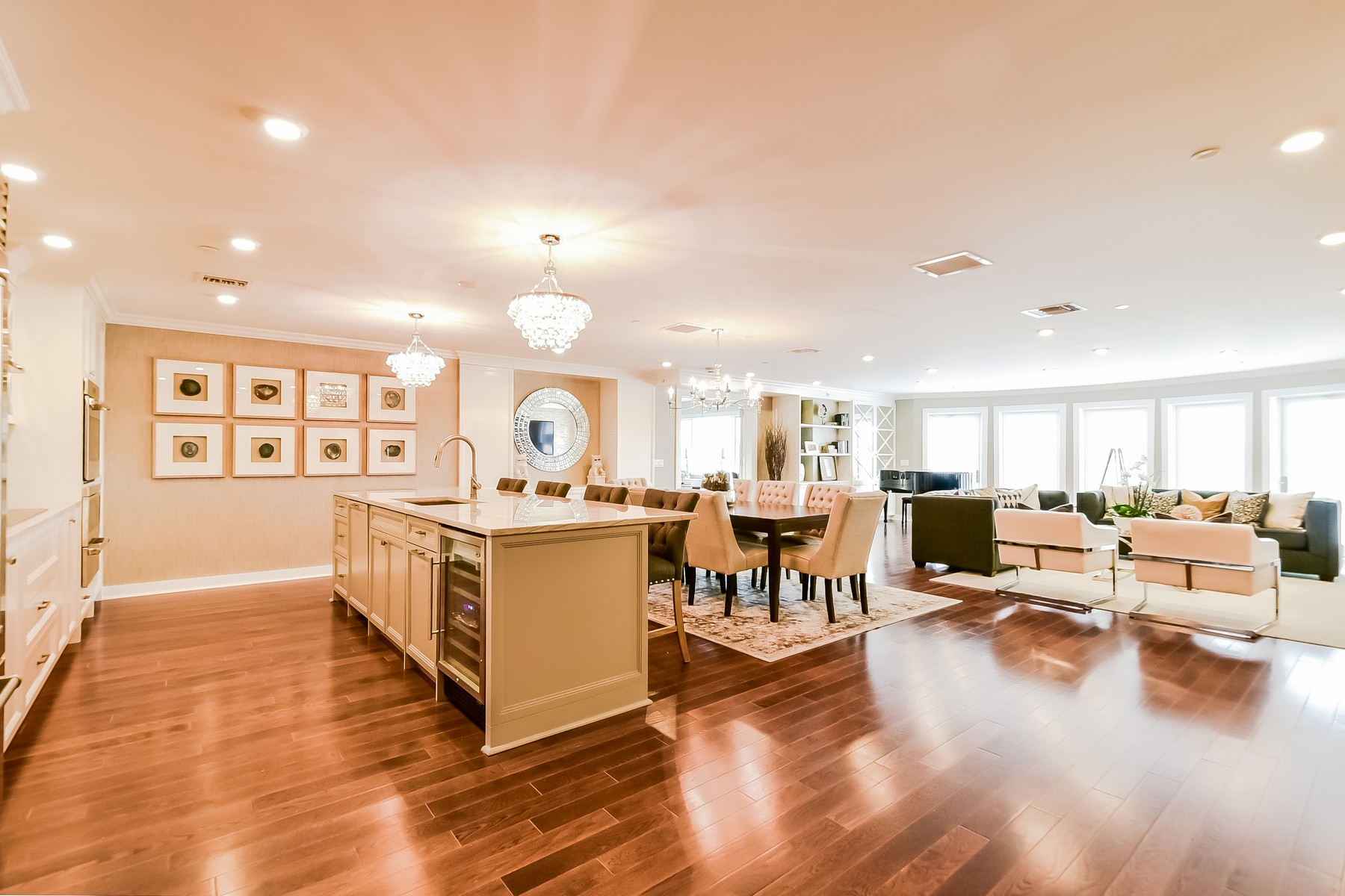 Condominium for Sale at Condo 433 Main St 2 212 Port Washington, New York, 11050 United States