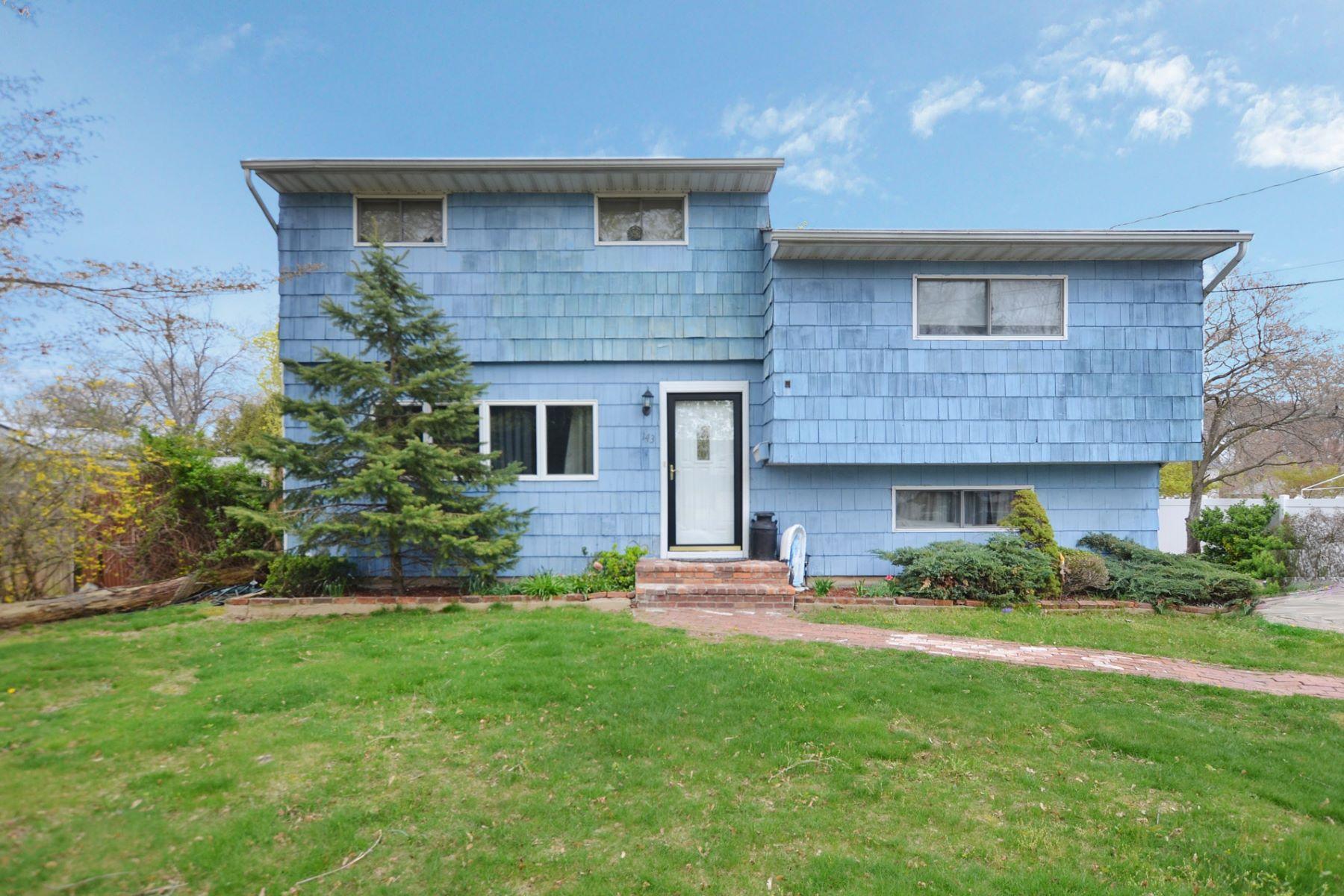 Tek Ailelik Ev için Satış at Split 143 W 19th St Huntington Station, New York, 11746 Amerika Birleşik Devletleri