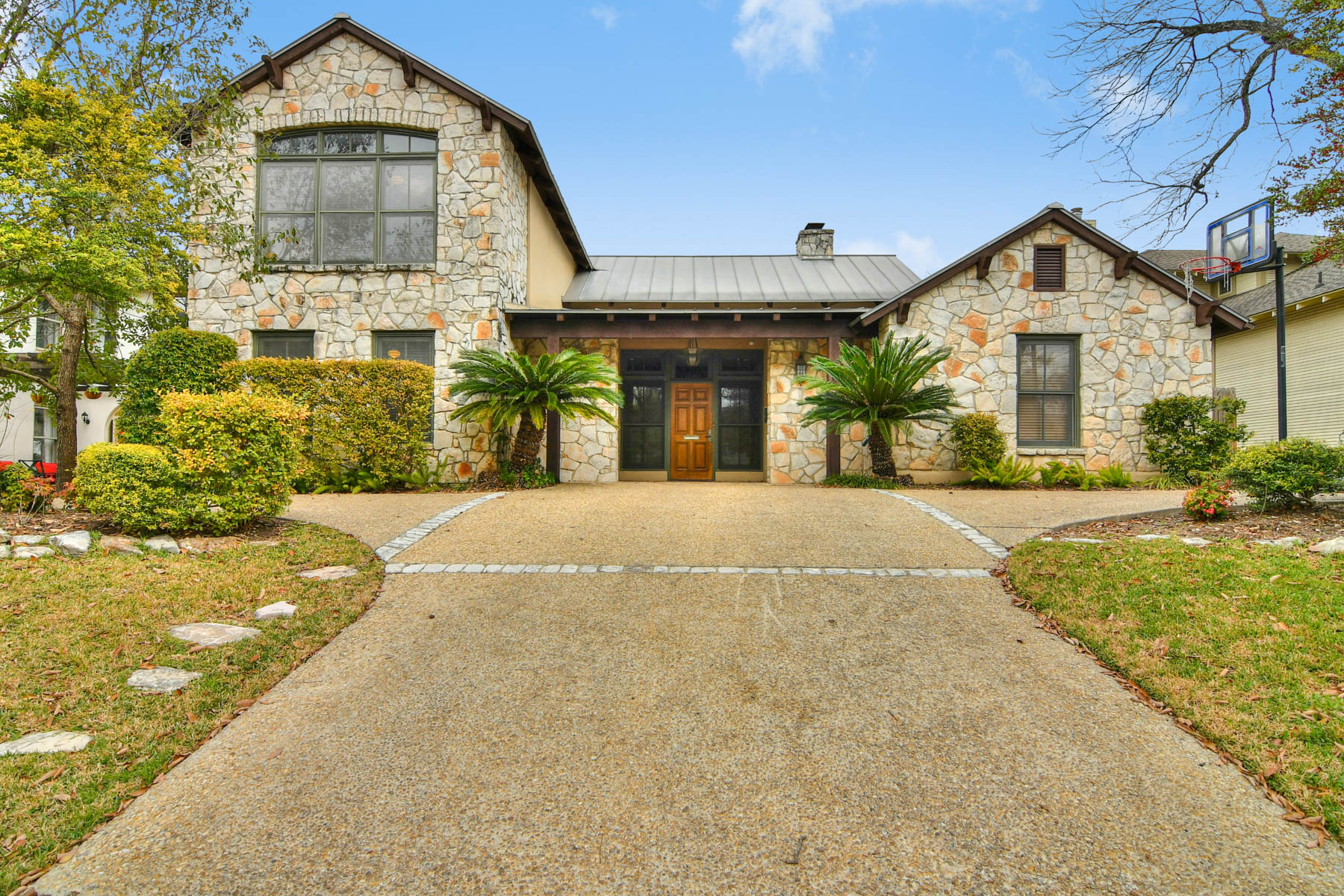 Single Family Home for Sale at Spectacular Alamo Heights Living 109 Wildrose Ave San Antonio, Texas 78209 United States