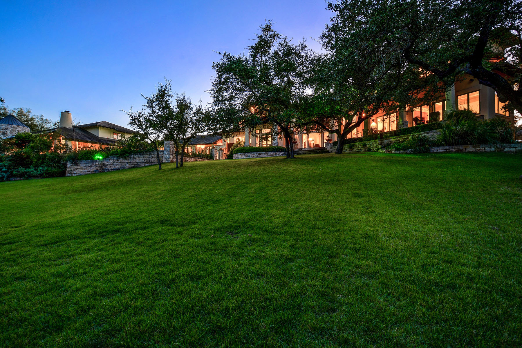 Additional photo for property listing at Sprawling Barton Creek Estate 8606 Navidad Dr Austin, Texas 78735 United States