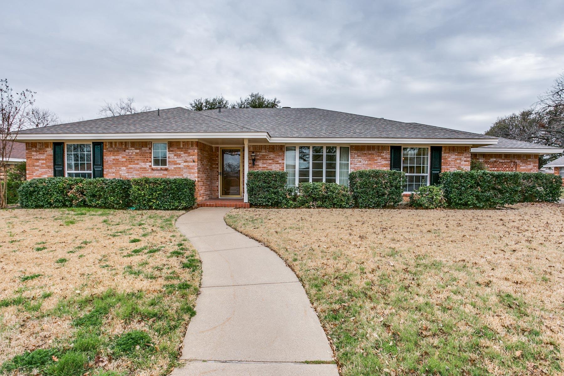 Einfamilienhaus für Verkauf beim 4317 Barcelona Dr, Fort Worth Fort Worth, Texas, 76133 Vereinigte Staaten