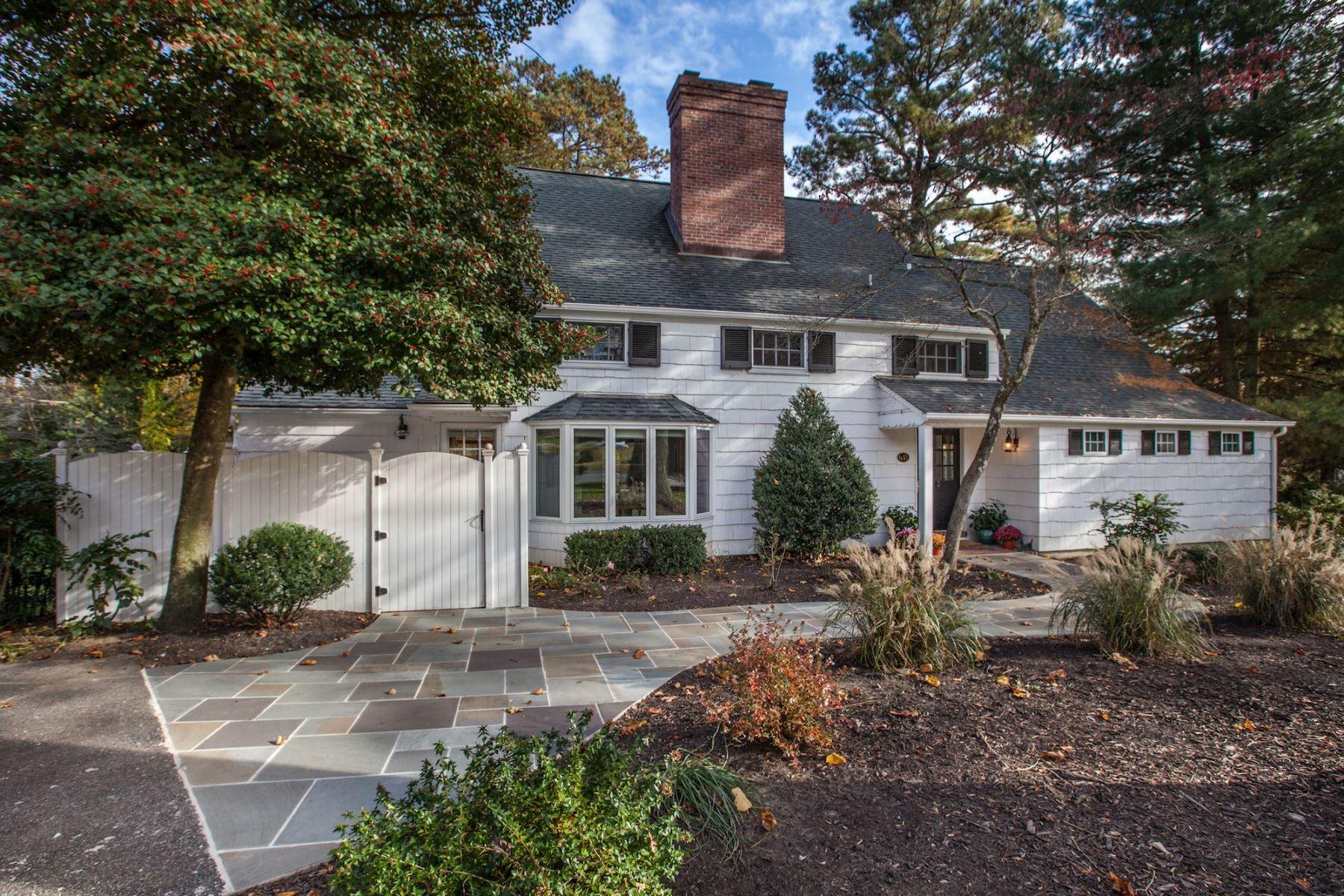 Maison unifamiliale pour l Vente à 635 Broadwater Way, Gibson Island Gibson Island, Maryland 21056 États-Unis