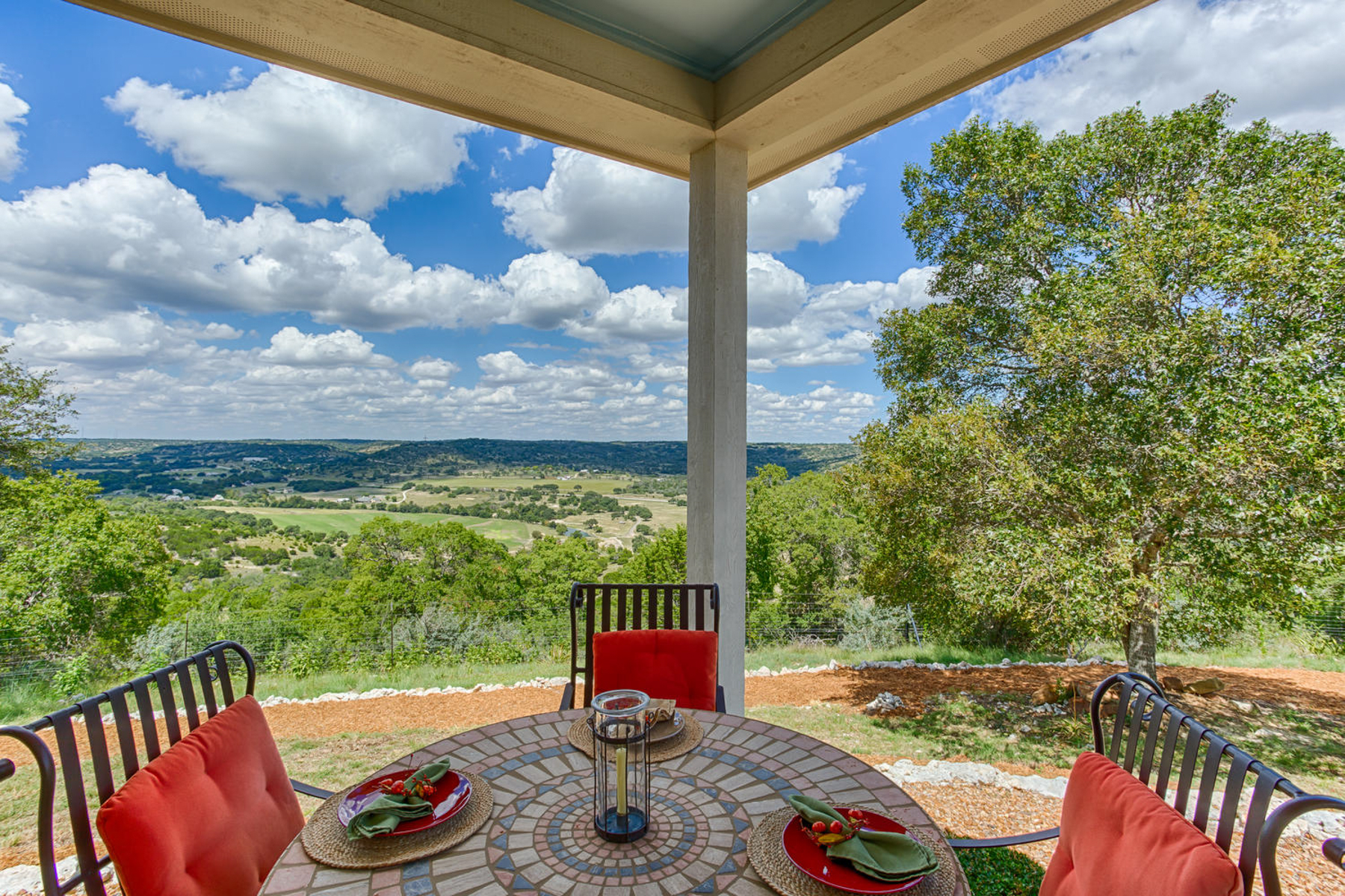 Additional photo for property listing at Panoramic Views From This Gorgeous Comfort Estate 174 Camino Del Reserve Ln Comfort, Texas 78013 Estados Unidos