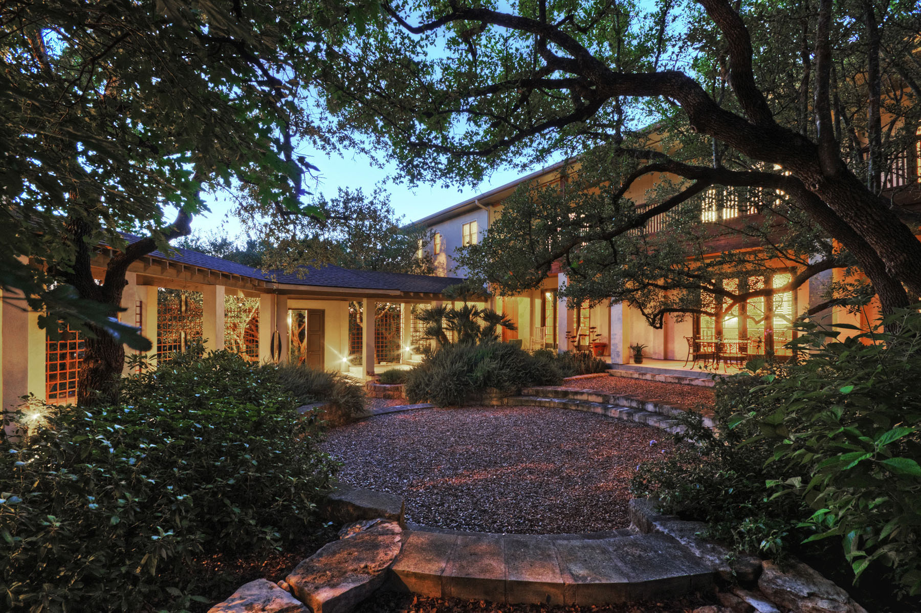 Additional photo for property listing at A Touch of Louisiana Charm 304 Nautilus Ave Lakeway, Texas 78738 United States