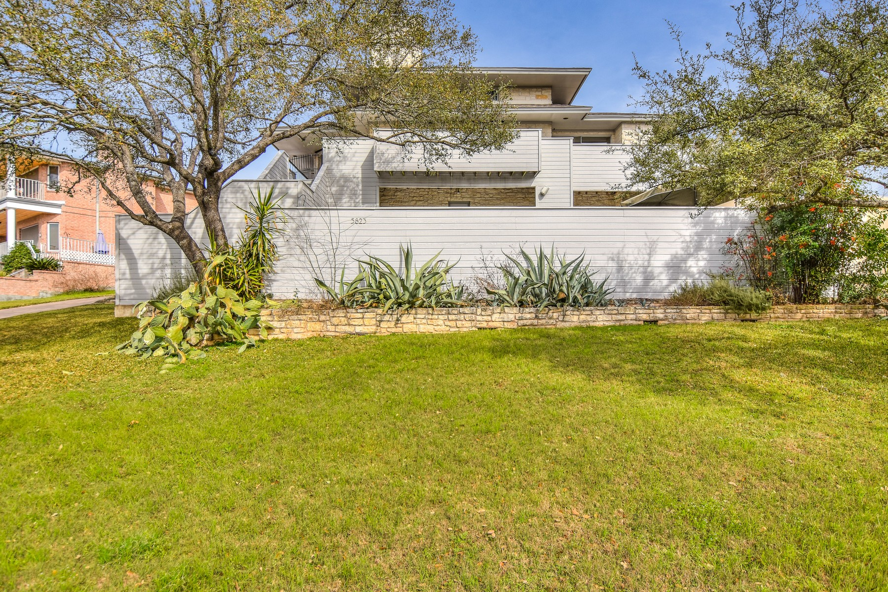 Additional photo for property listing at Northwest Hills Contemporary with Pool and Views 5823 Westslope Dr Austin, Texas 78731 United States