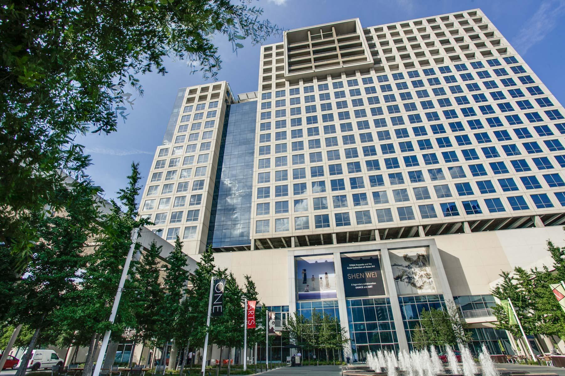 Частный односемейный дом для того Продажа на 1717 Arts Plaza 1804, Dallas Dallas, Техас, 75201 Соединенные Штаты