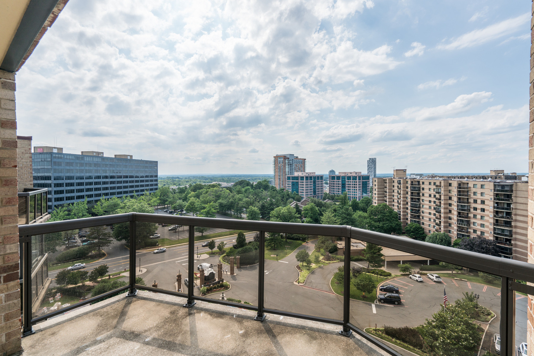 Additional photo for property listing at The Rotonda 8340 Greensboro Dr 1021 麦克林, 弗吉尼亚州 22102 美国