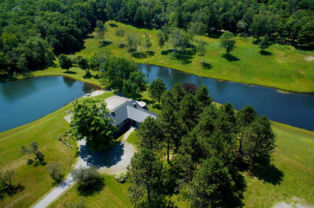 Maison unifamiliale pour l Vente à 1539 Gulf, Barnard Barnard, Vermont, 05031 États-Unis