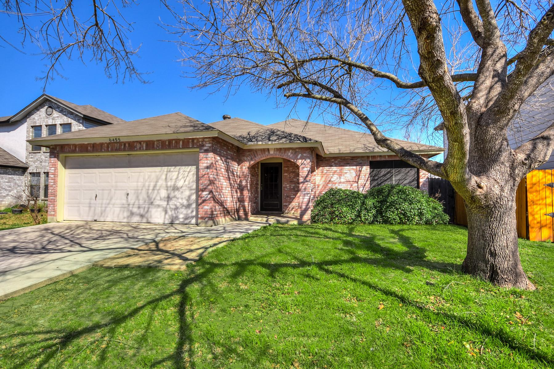 Casa Unifamiliar por un Venta en Spacious Home in Meadow Brook 6455 Beech Trail Dr Converse, Texas 78109 Estados Unidos