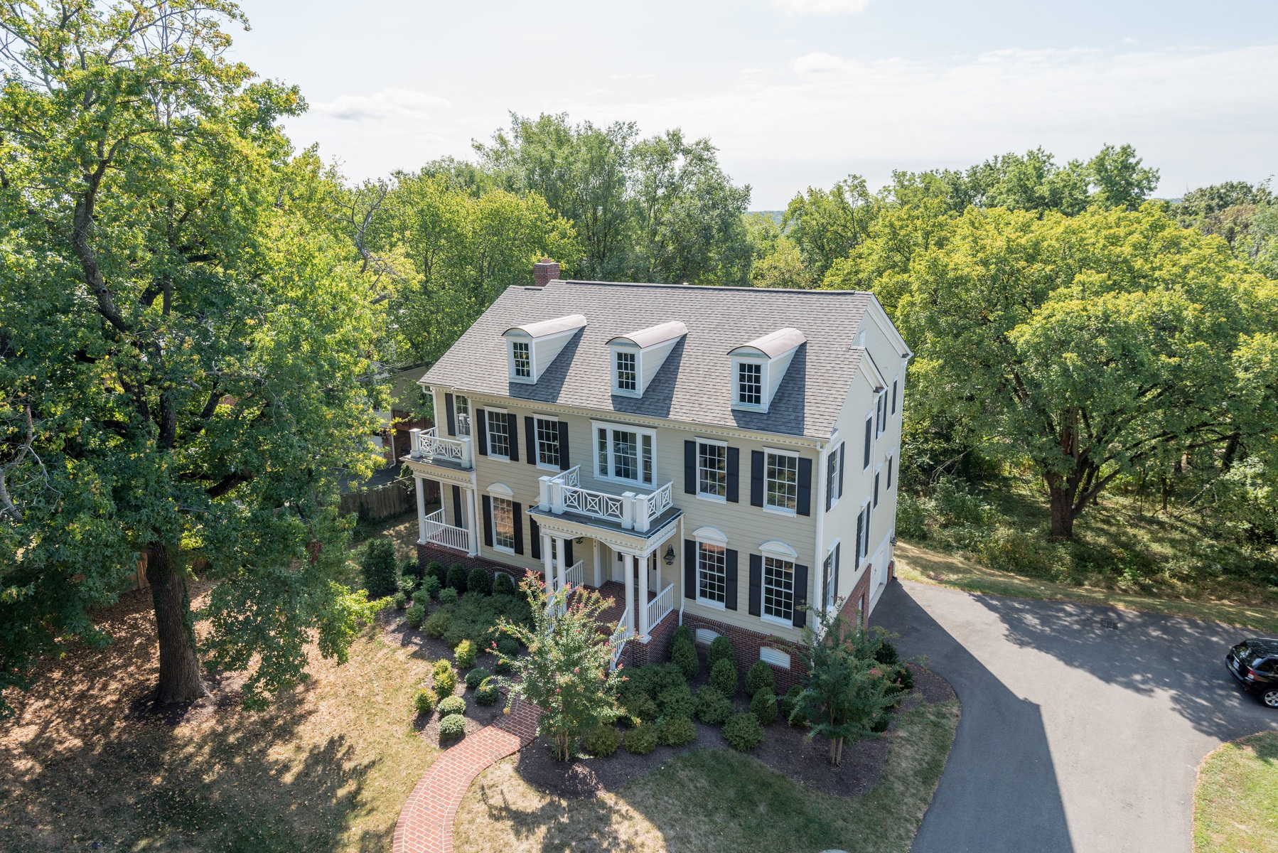 Additional photo for property listing at Cooper Dawson 104 Quaker Lane N Alexandria, Virginia 22304 Vereinigte Staaten