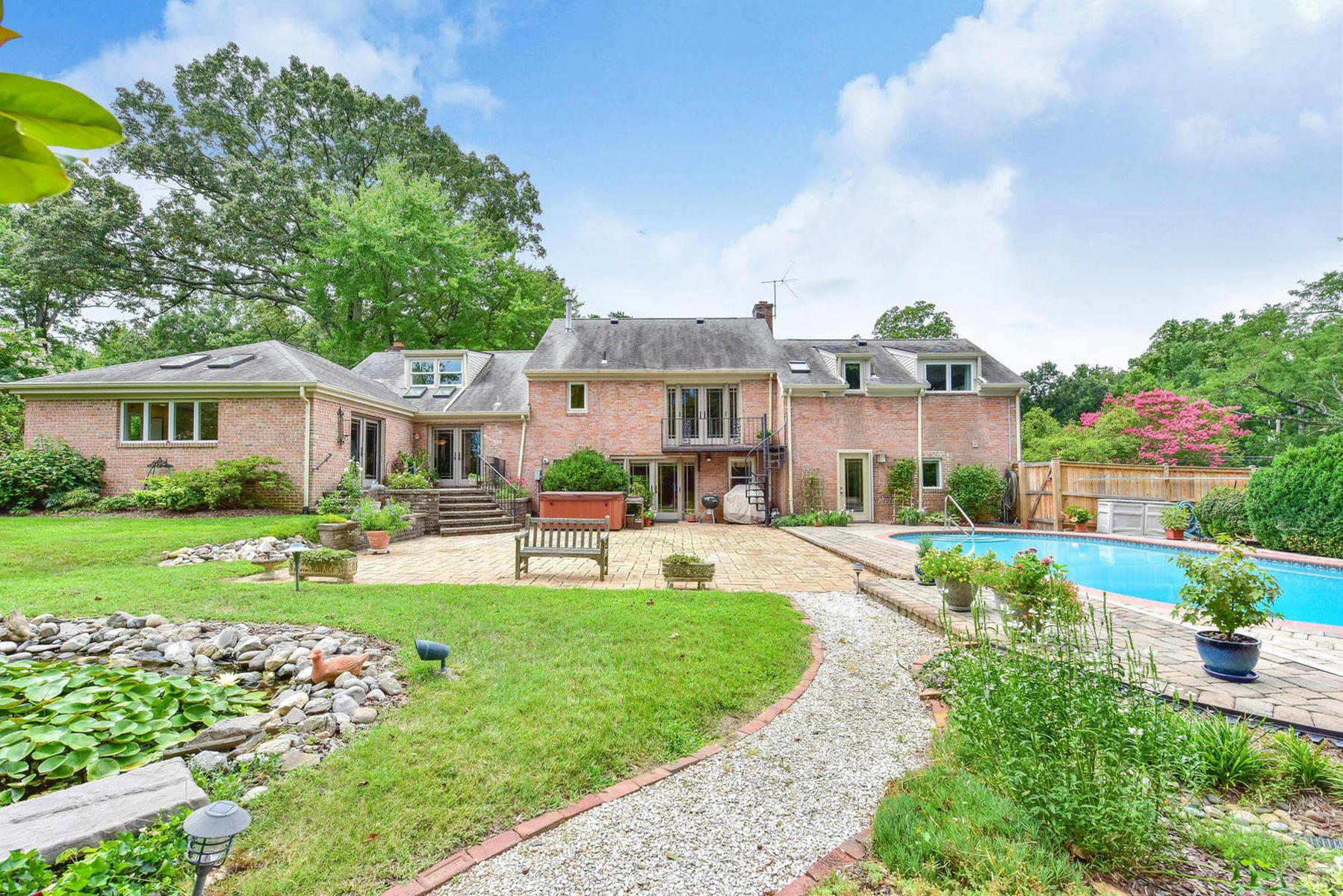 Casa Unifamiliar por un Venta en Wellington Heights 7609 Ridgecrest Dr Alexandria, Virginia 22308 Estados Unidos