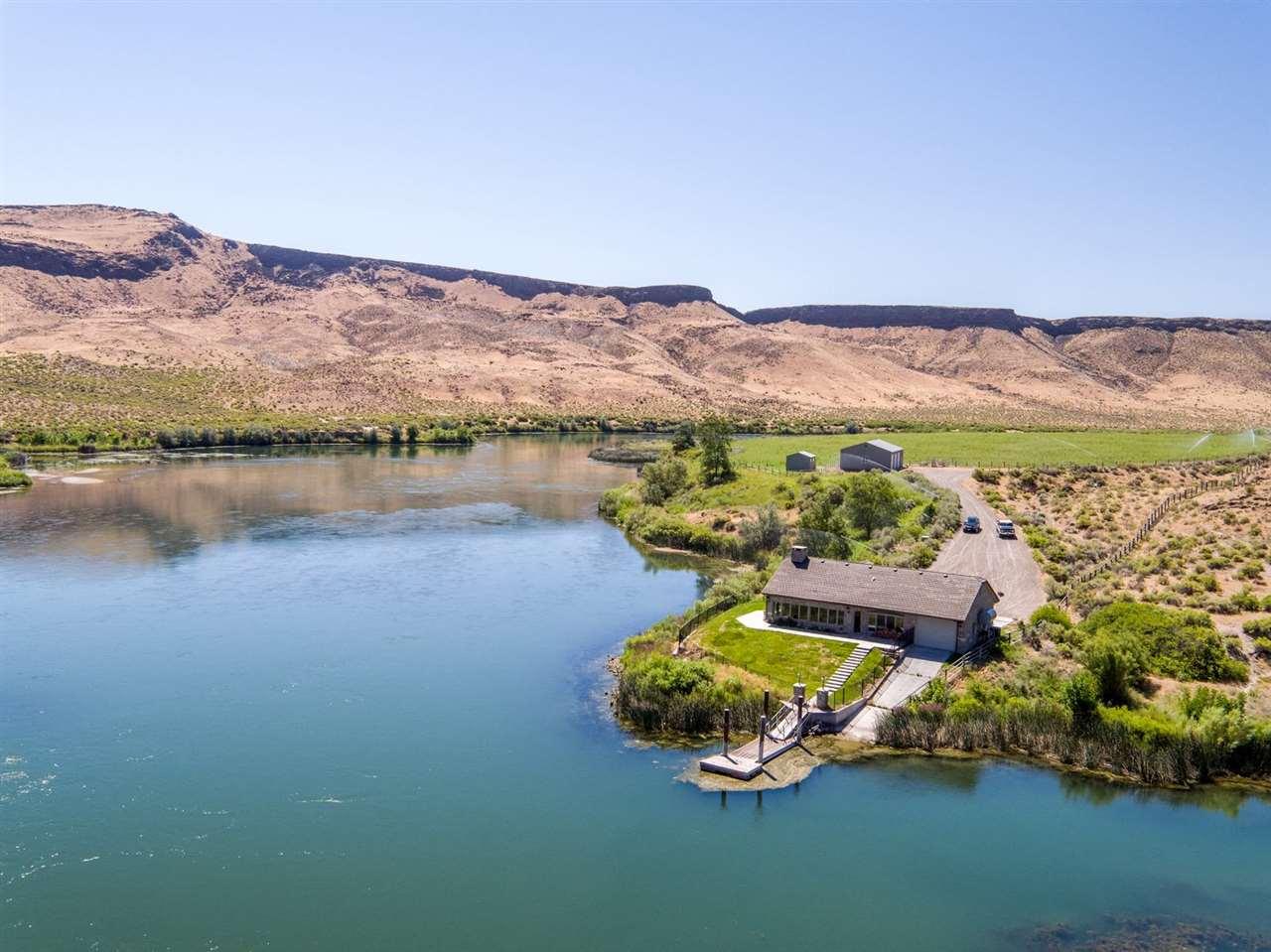 Ферма / ранчо / плантация для того Продажа на Bonus Cove Ranch, Grand View Grand View, Айдахо, 83624 Соединенные Штаты